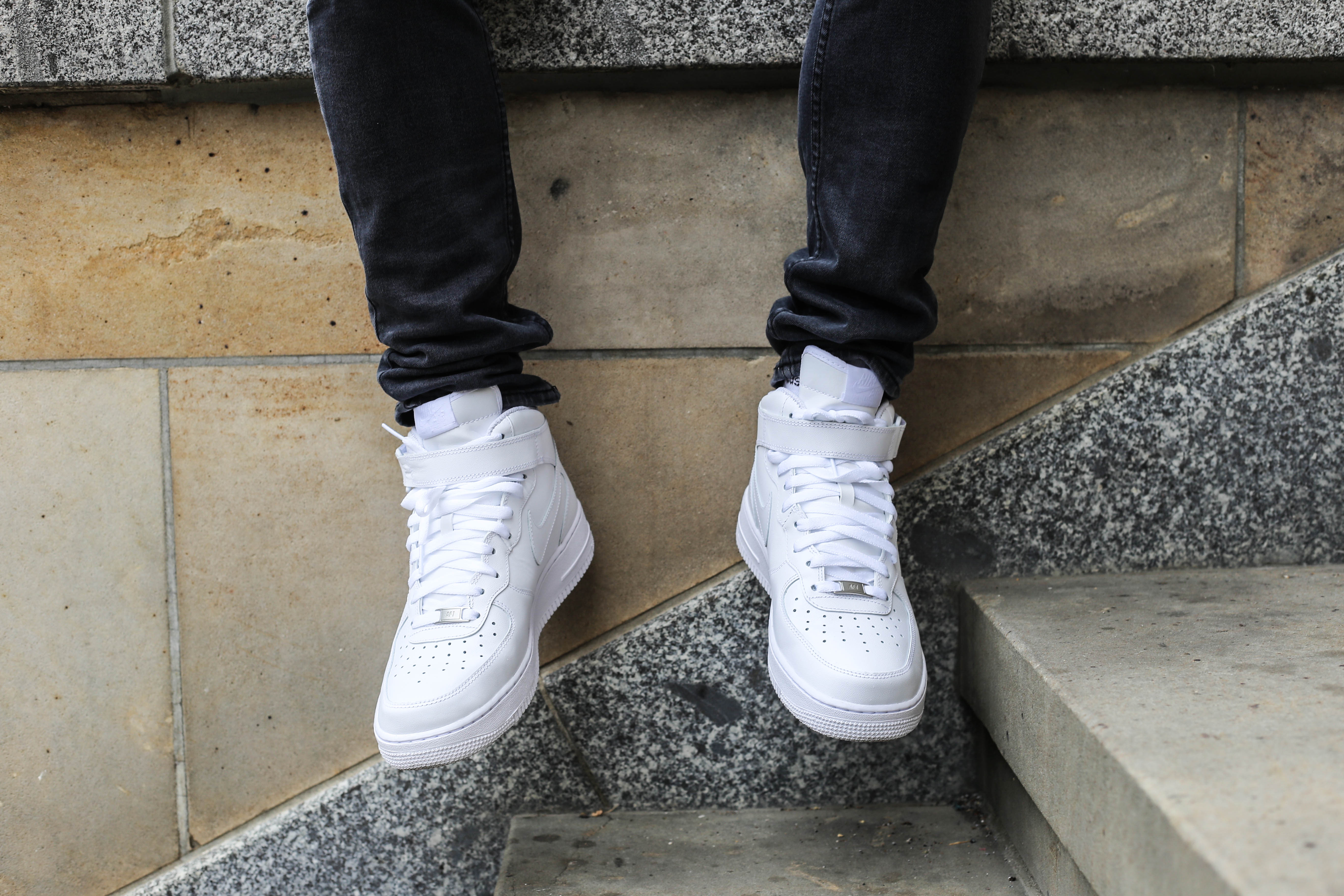 berlin-fashiondiary-grauer-sweater-nike-air-force-outfit_2854