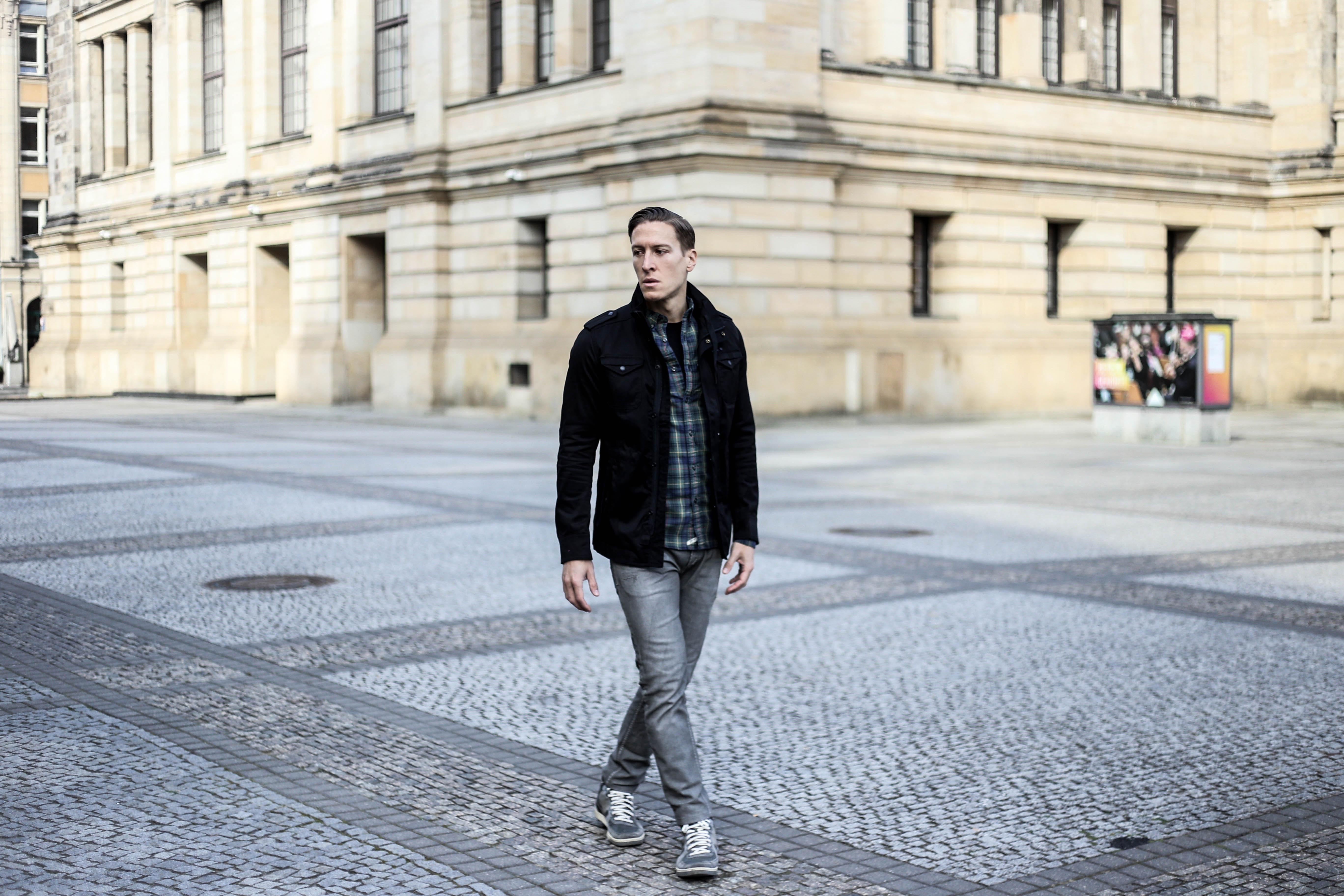 kariertes-hemd-maennerblog-fashionblog-berlin-outfit-graue-jeans_4106