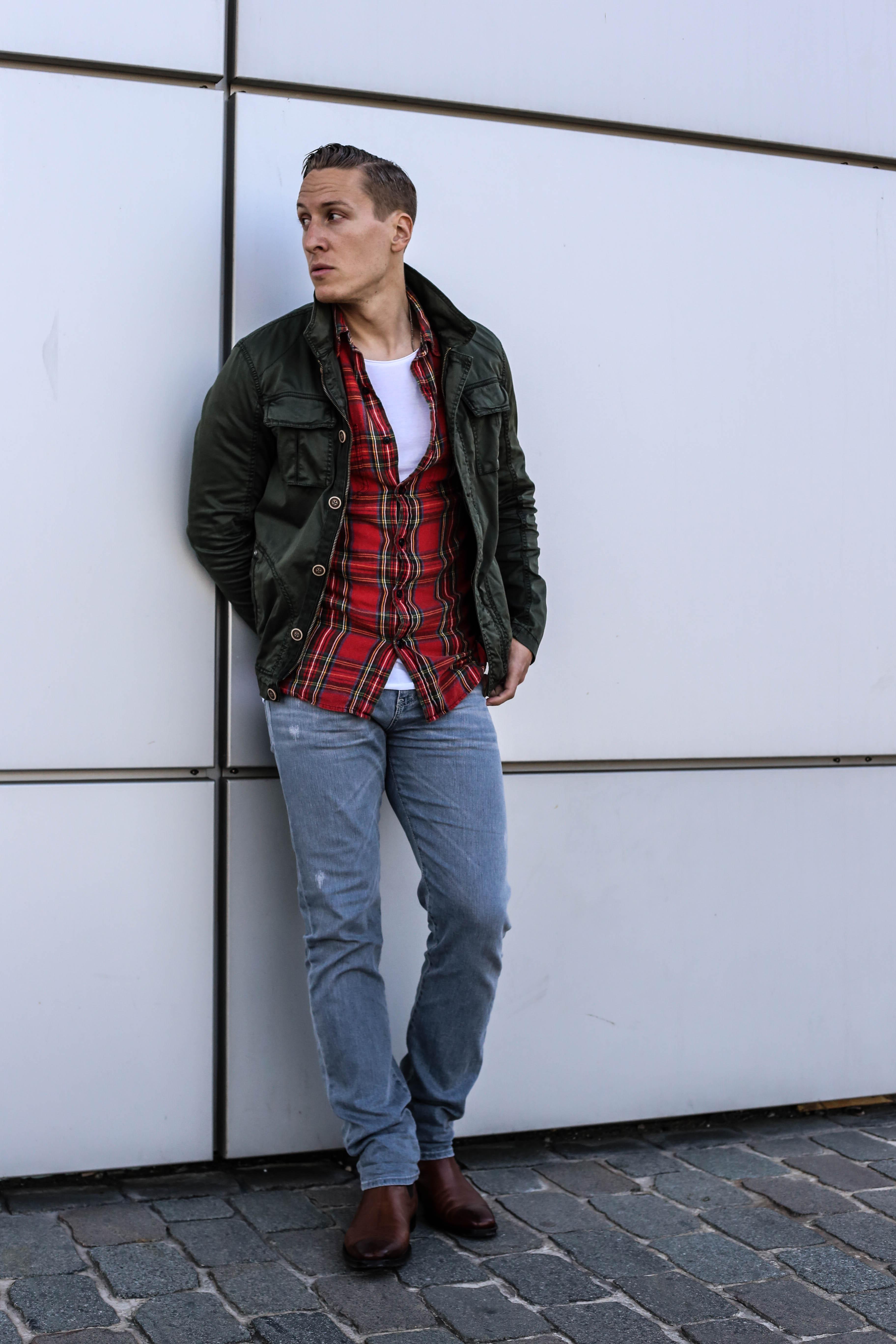 kariertes-hemd-skinny-jeans-fashionblog-menfashion-chelsea-boots-gruener-kurz-parka_7498
