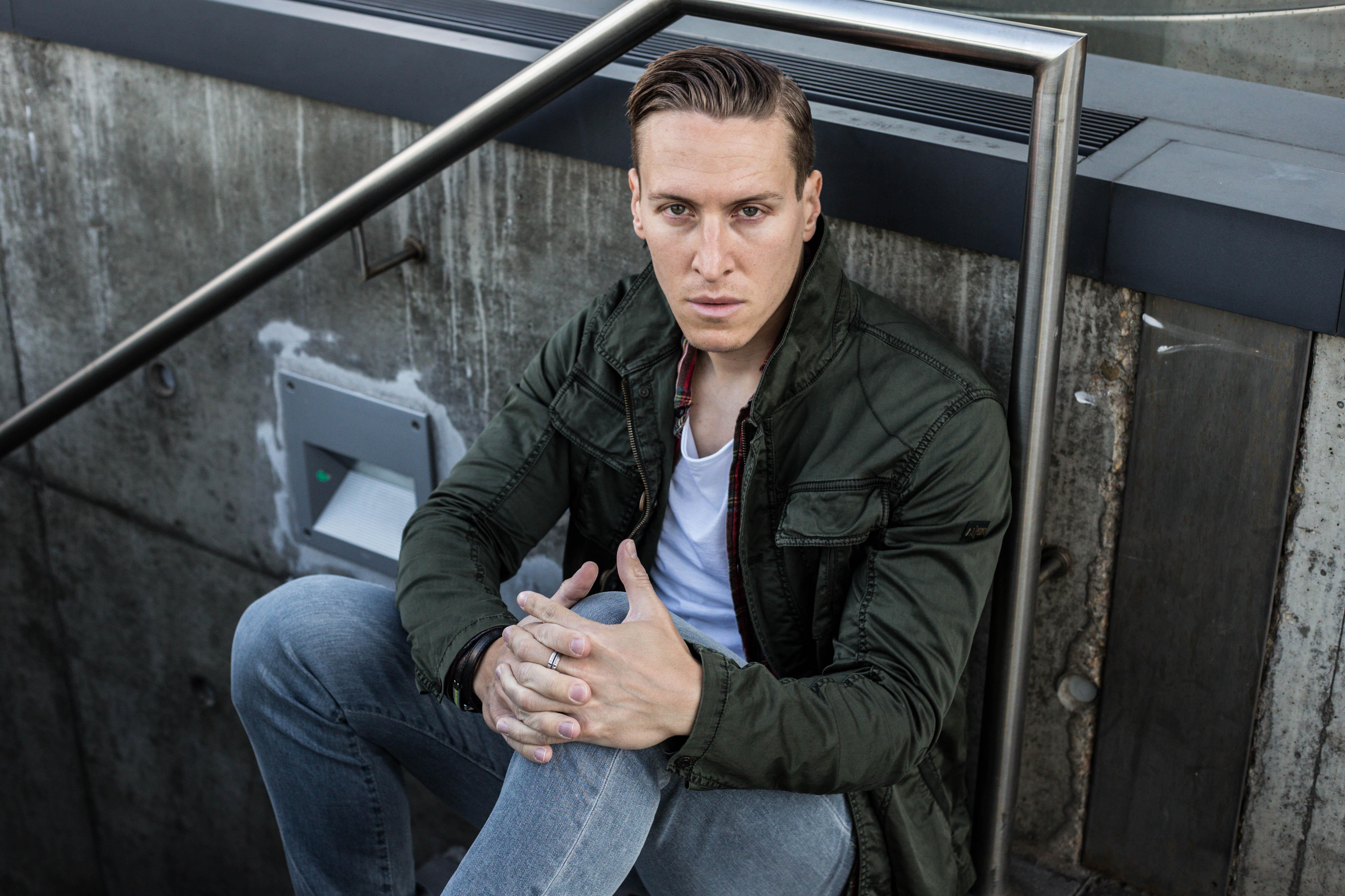 kariertes-hemd-skinny-jeans-fashionblog-menfashion-chelsea-boots-gruener-kurz-parka_7669