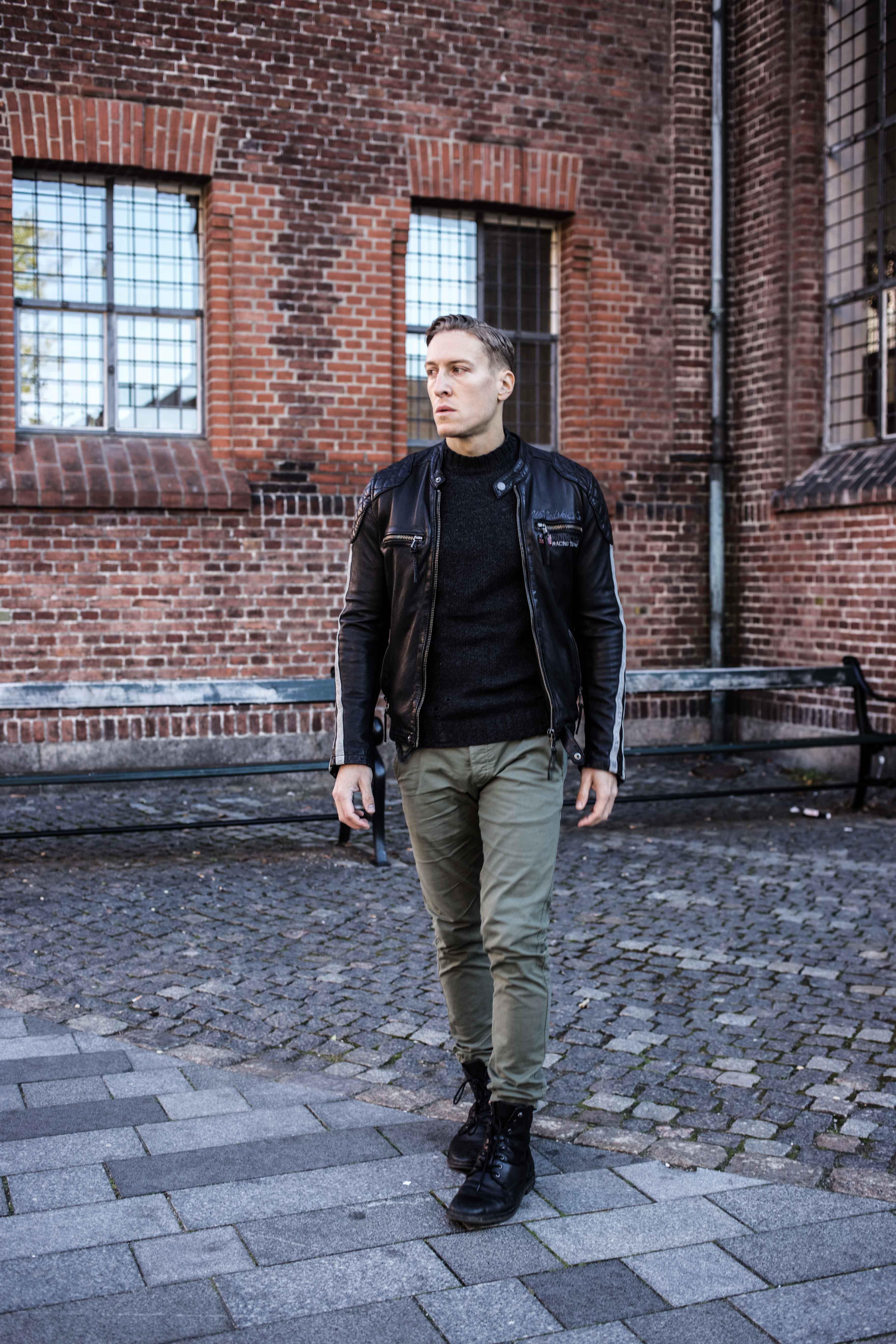 trashed-pullover-schwarze-lederjacke-olivgruene-chino-grunge-look_6015