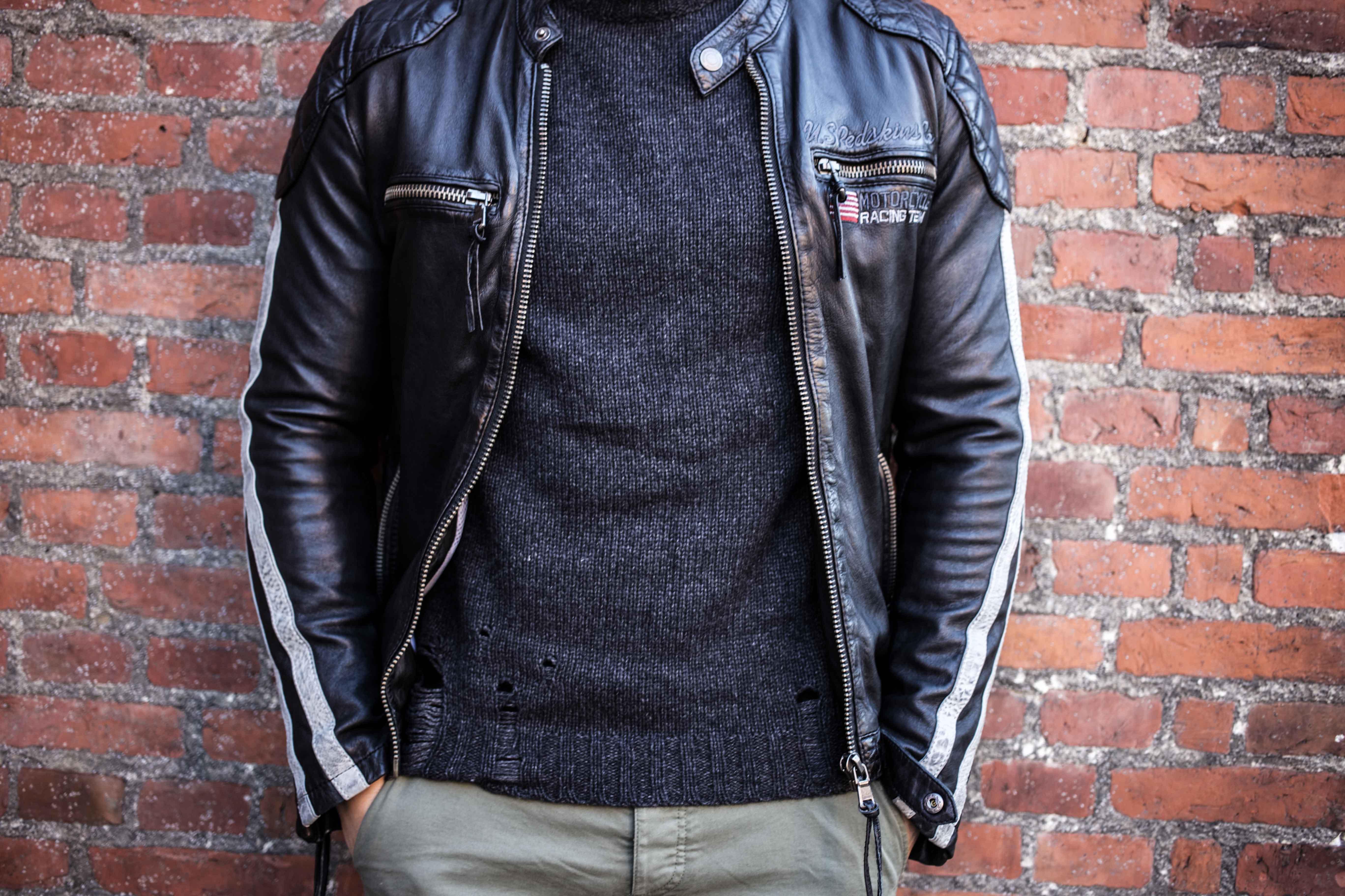 trashed-pullover-schwarze-lederjacke-olivgruene-chino-grunge-look_6076