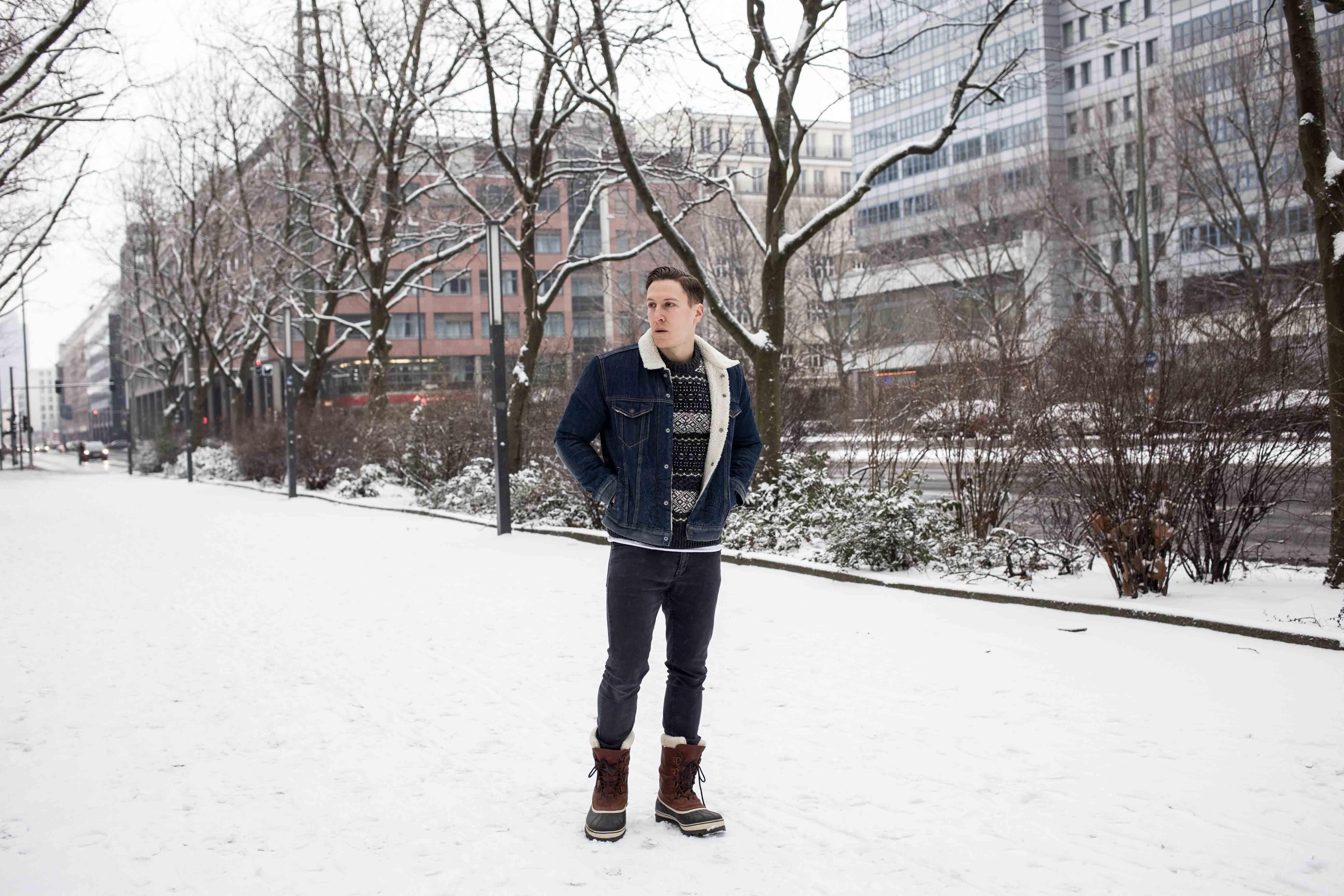 denim-sherpa-jacke-gefütterte-winterstiefel-norweger-pulli_8237