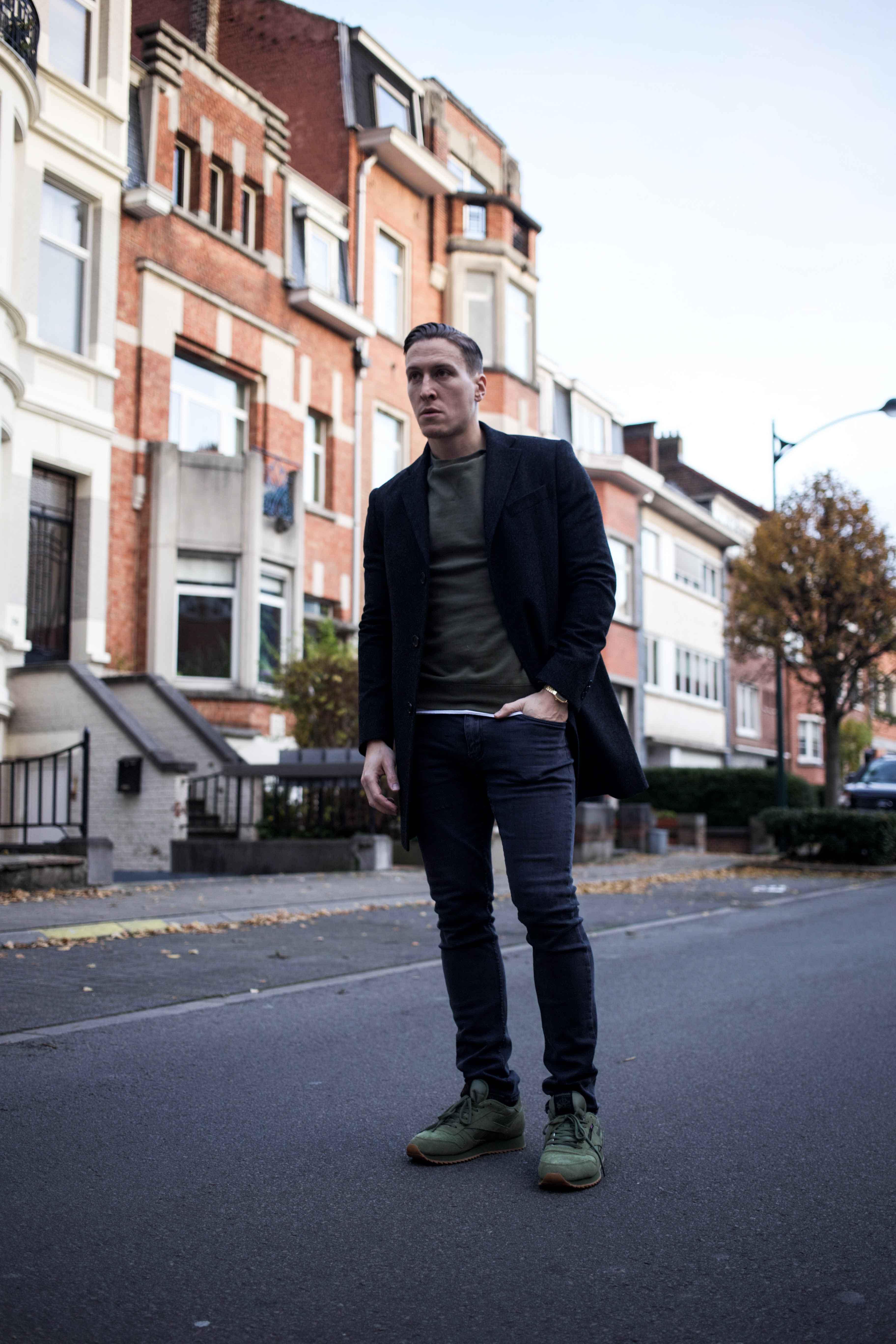 gruener-sweater-gruene-sneaker-modern-street-style-look-casio-uhr-modeblog-maennermode-berlin_8487