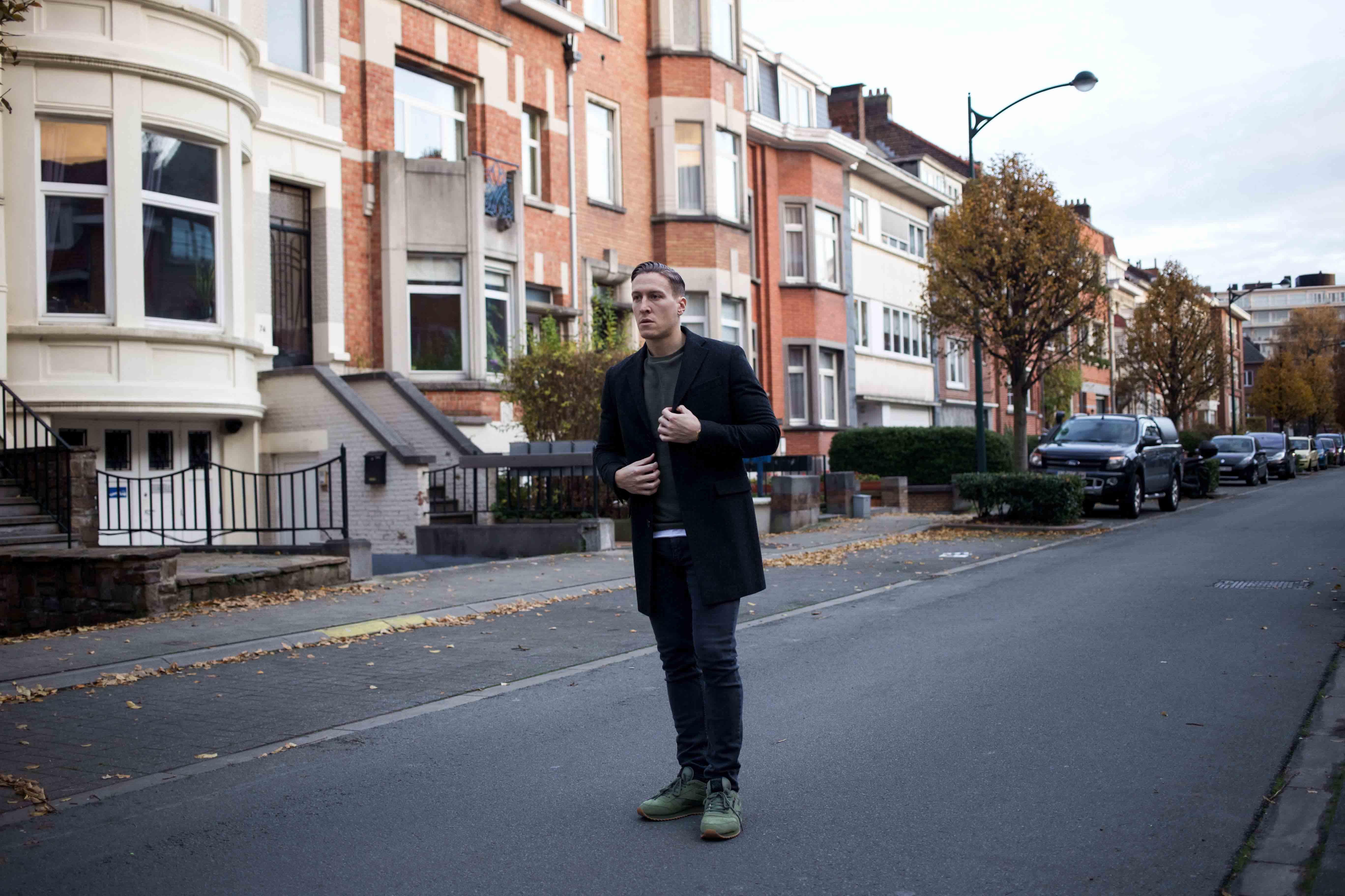 gruener-sweater-gruene-sneaker-modern-street-style-look-casio-uhr-modeblog-maennermode-berlin_8497