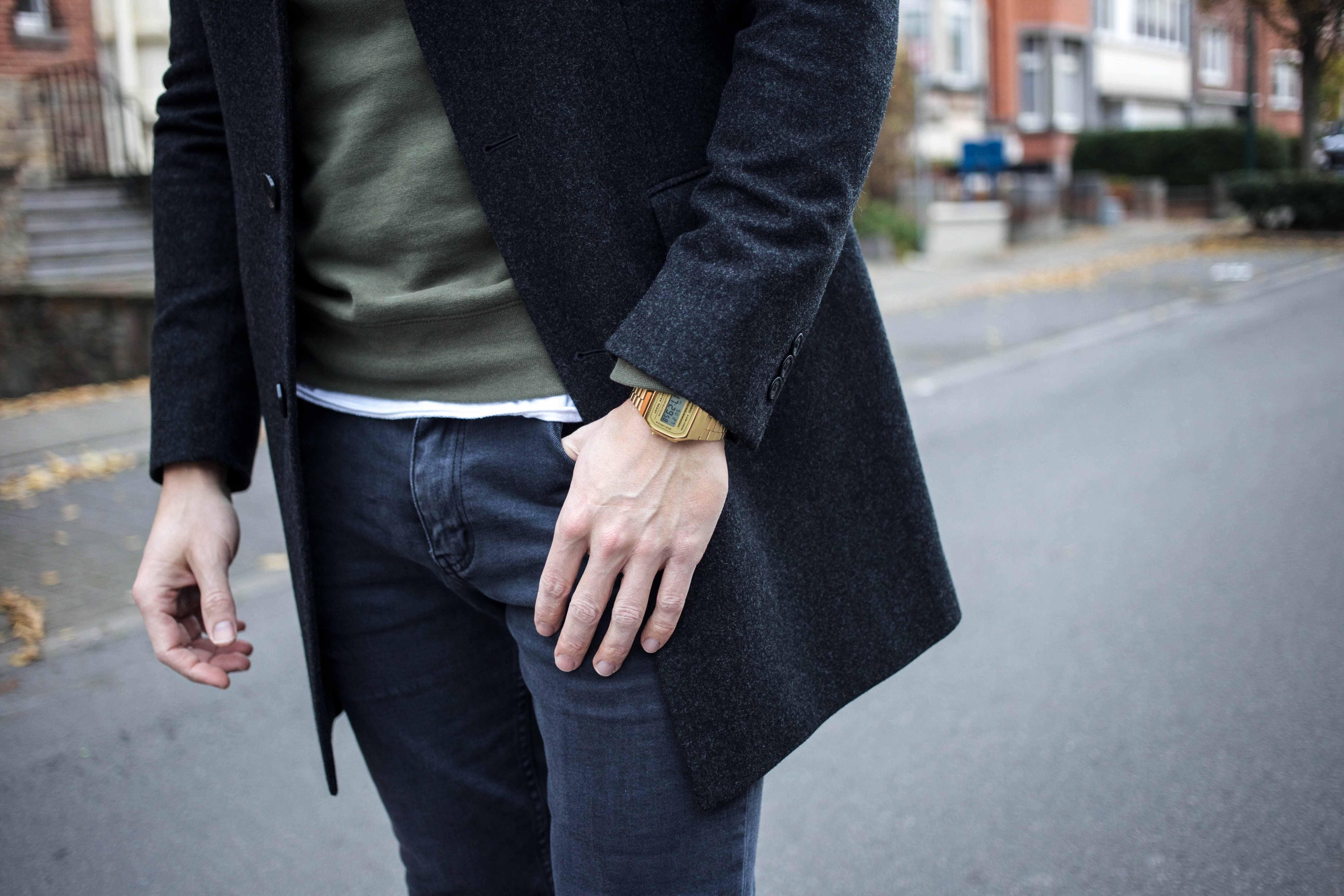 gruener-sweater-gruene-sneaker-modern-street-style-look-casio-uhr-modeblog-maennermode-berlin_8602
