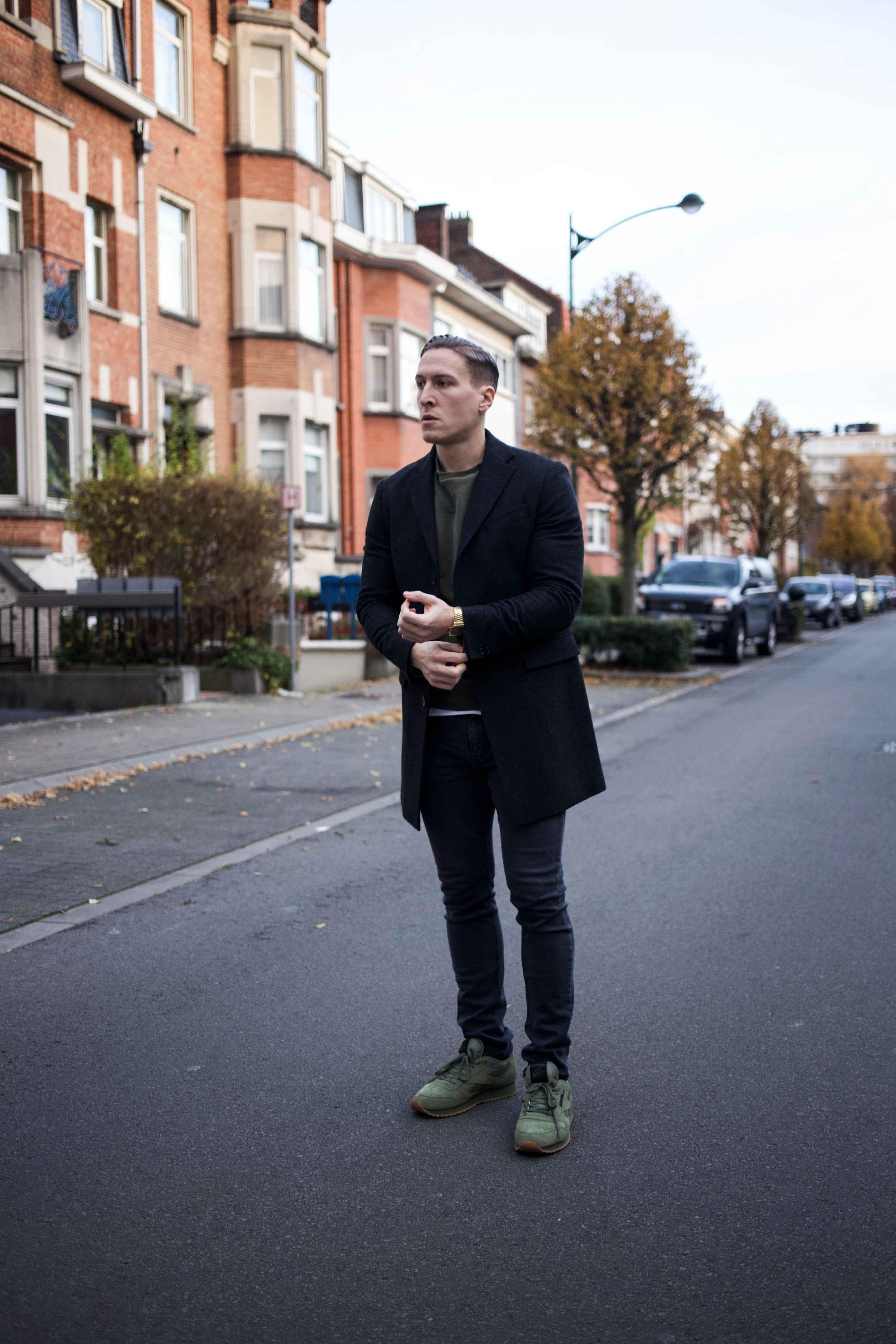 gruener-sweater-gruene-sneaker-modern-street-style-look-casio-uhr_8477