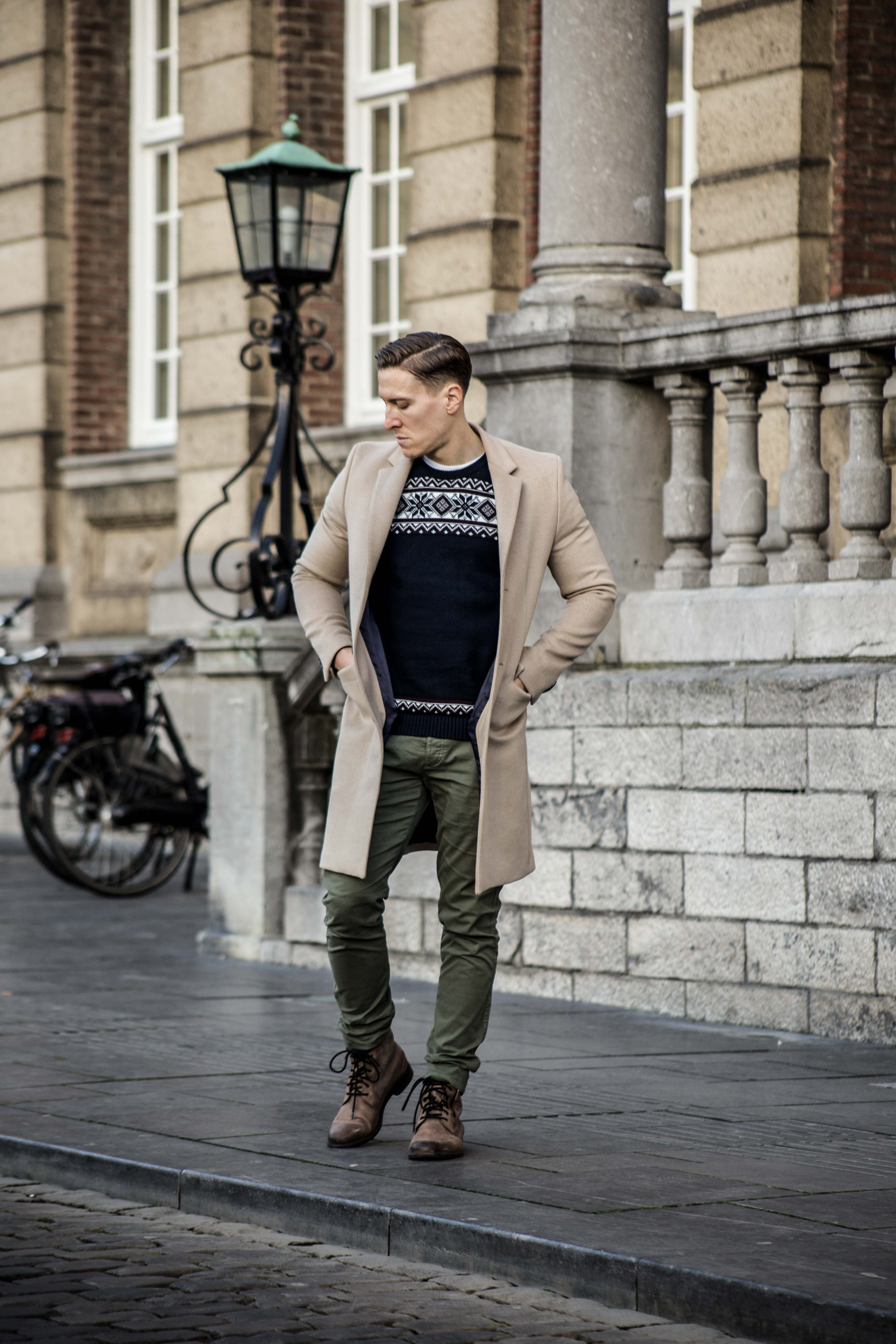 camel-coat-khaki-chino-roermond-outift-norweger-pullover-blau-streetstyle_0443