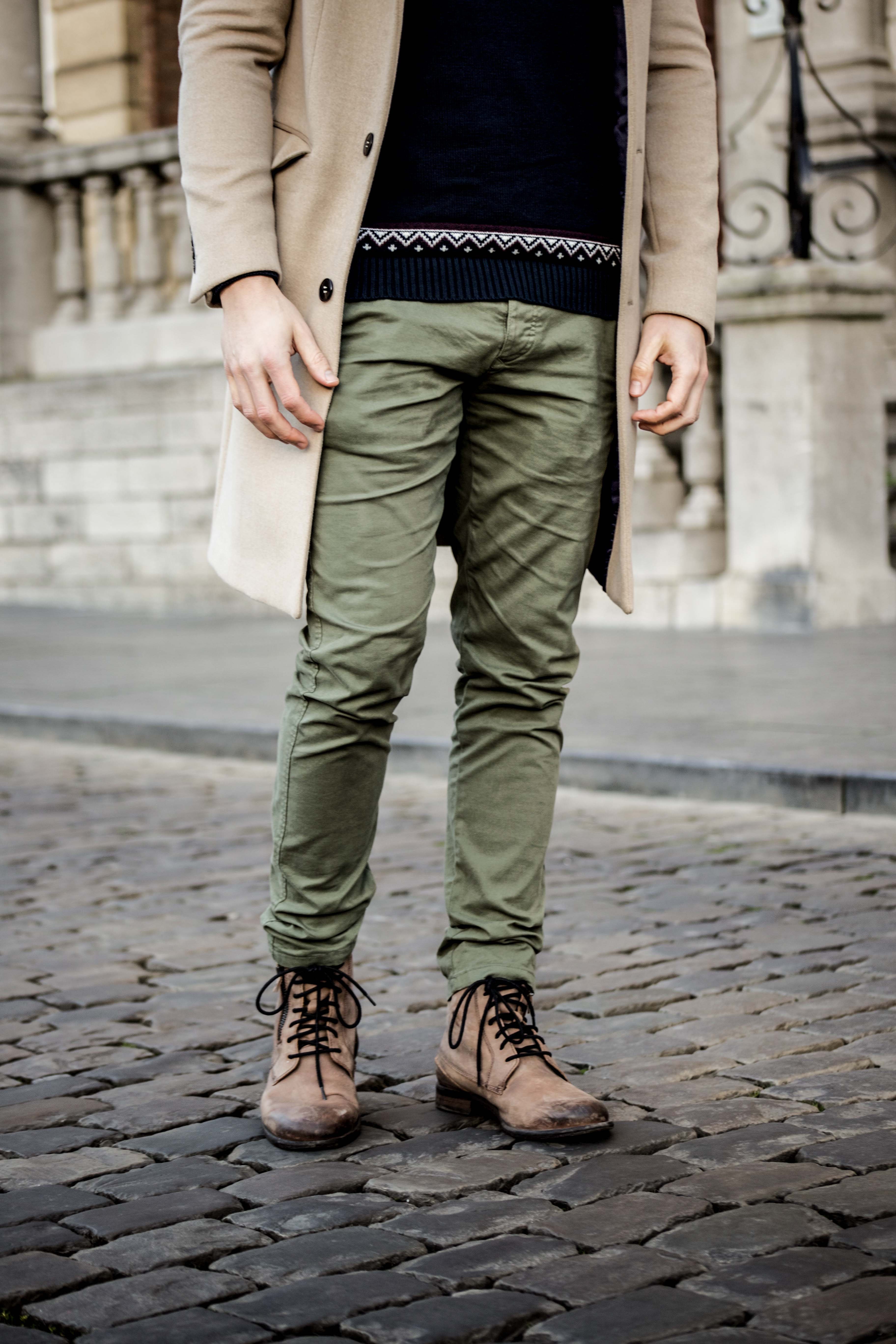 camel-coat-khaki-chino-roermond-outift-norweger-pullover-blau-streetstyle_0501