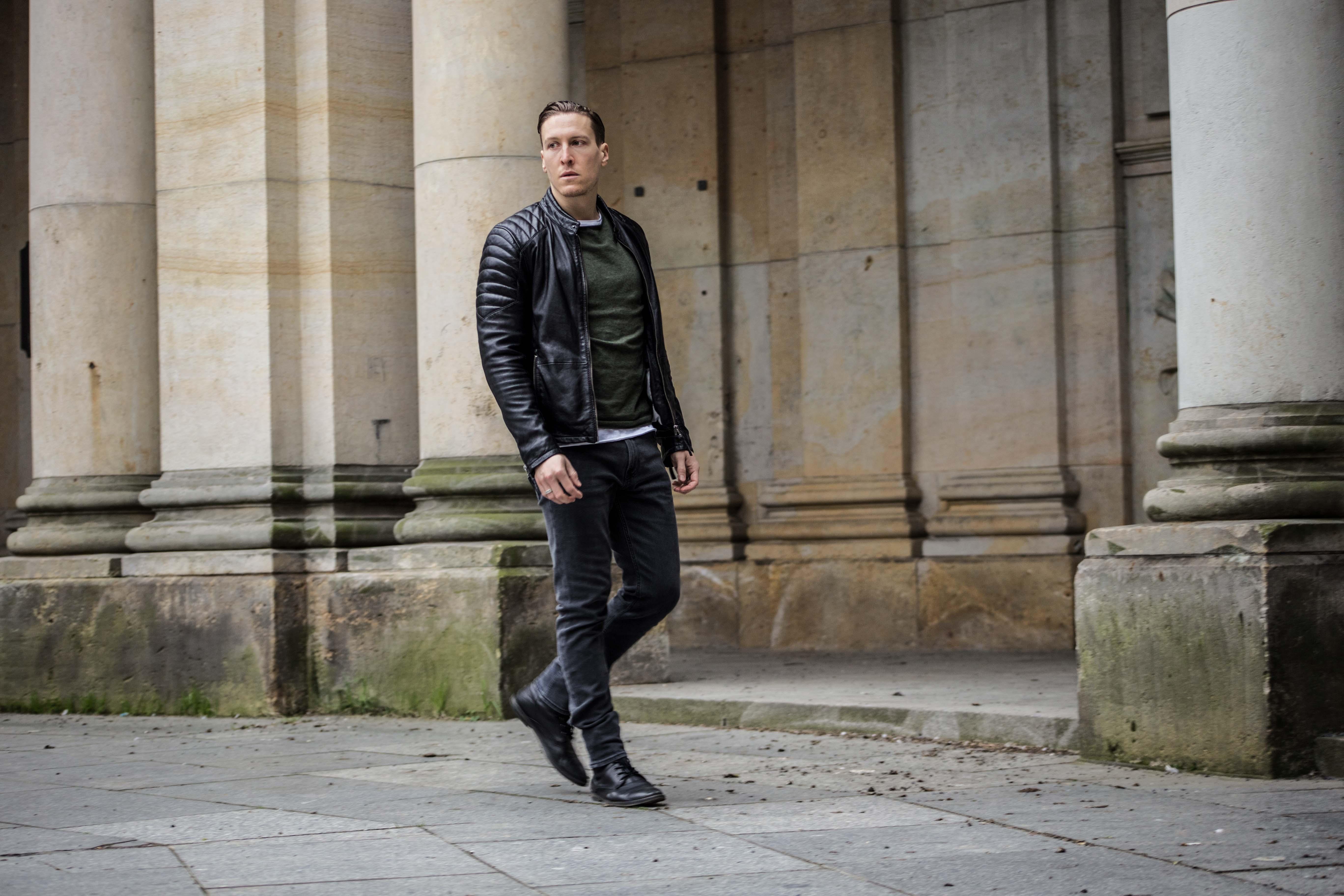 lederjacke-gipsy-frühlingslook-fashion-modeblog-grünes-sweatshirt_6147