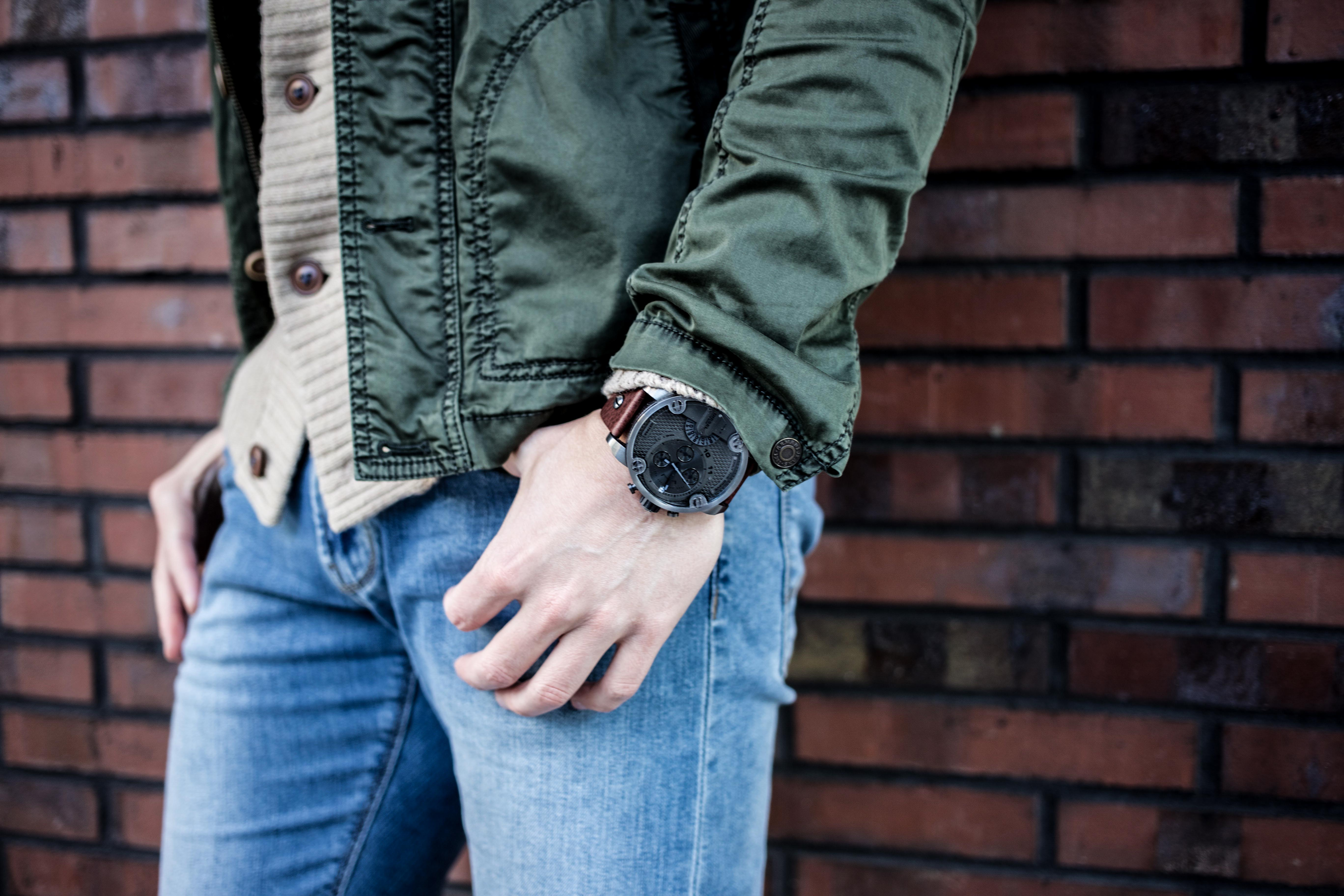 strickjacke-kombinieren-männer-beige-cardigan-blue-jeans-fashionblog-berlin-modeblog_9012
