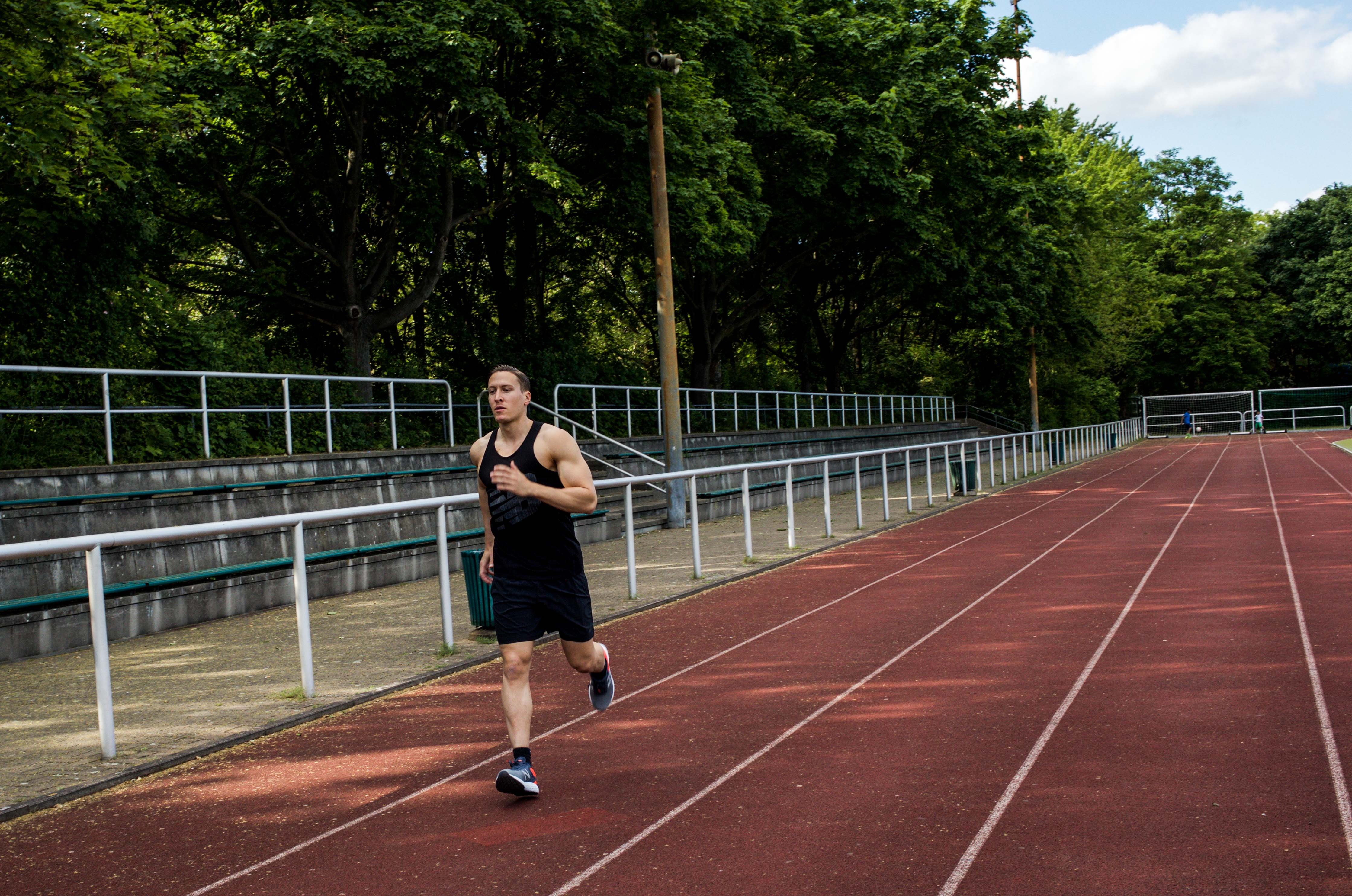 hiit-training-trainingsplan-hochintensives-intervalltraining-vorteile-fitness-sport-ausdauer-abnehmen_6192