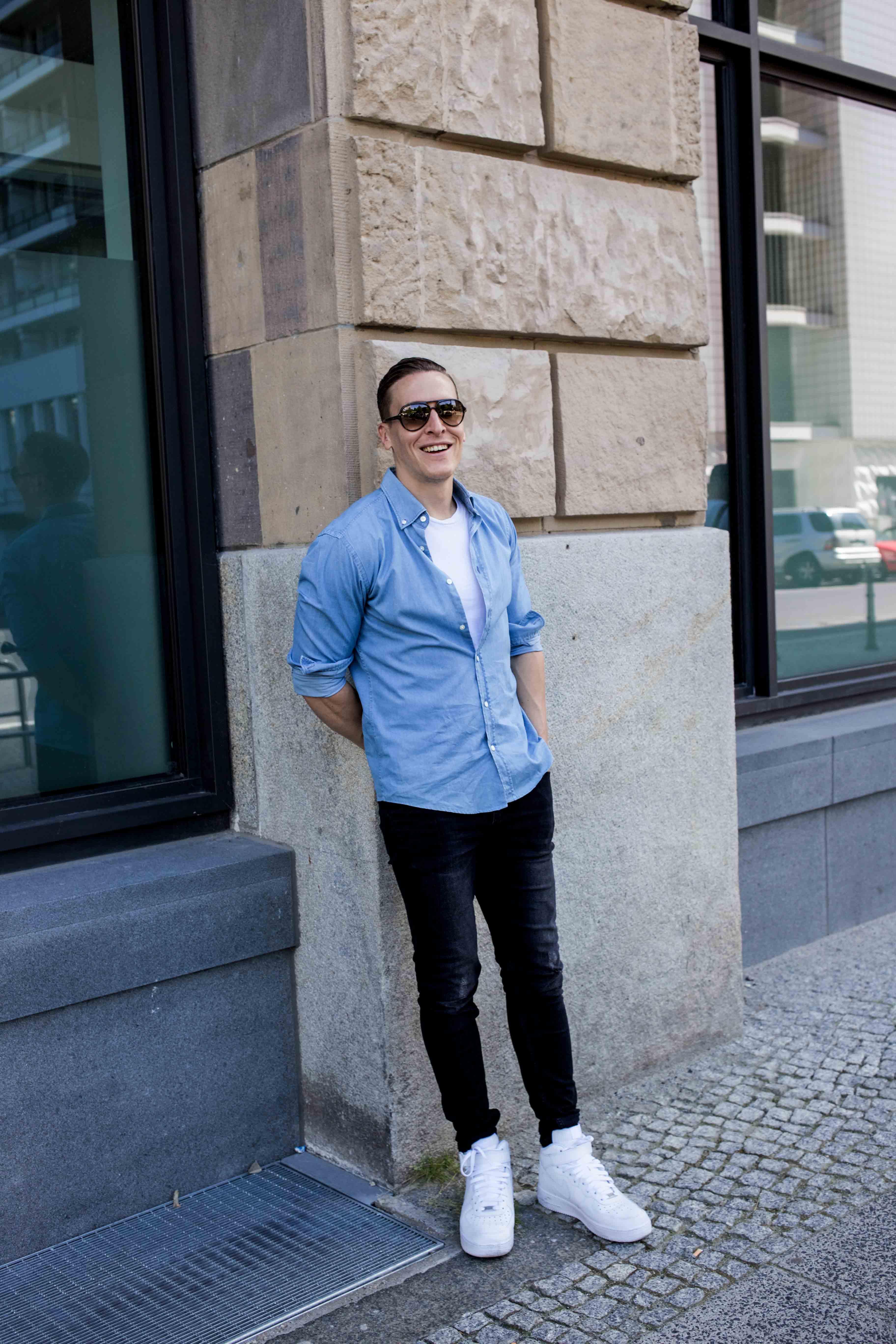 hellblaues-freizeitshirt-rayban-cats-destroyed-skinny-jeans-männerblog-menfashion-fashionblog_7781