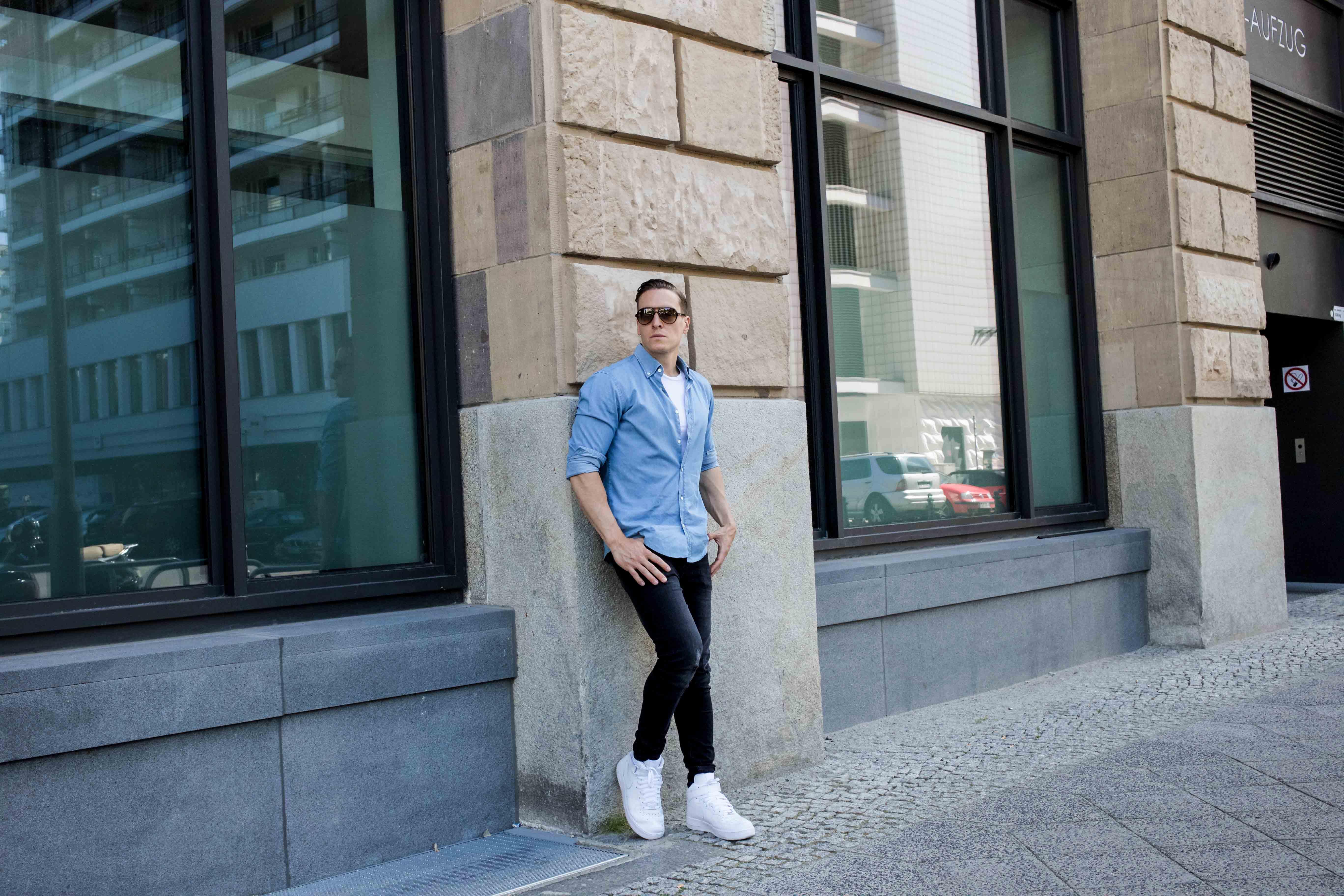 hellblaues-freizeitshirt-rayban-cats-destroyed-skinny-jeans-männerblog-menfashion-fashionblog_7843
