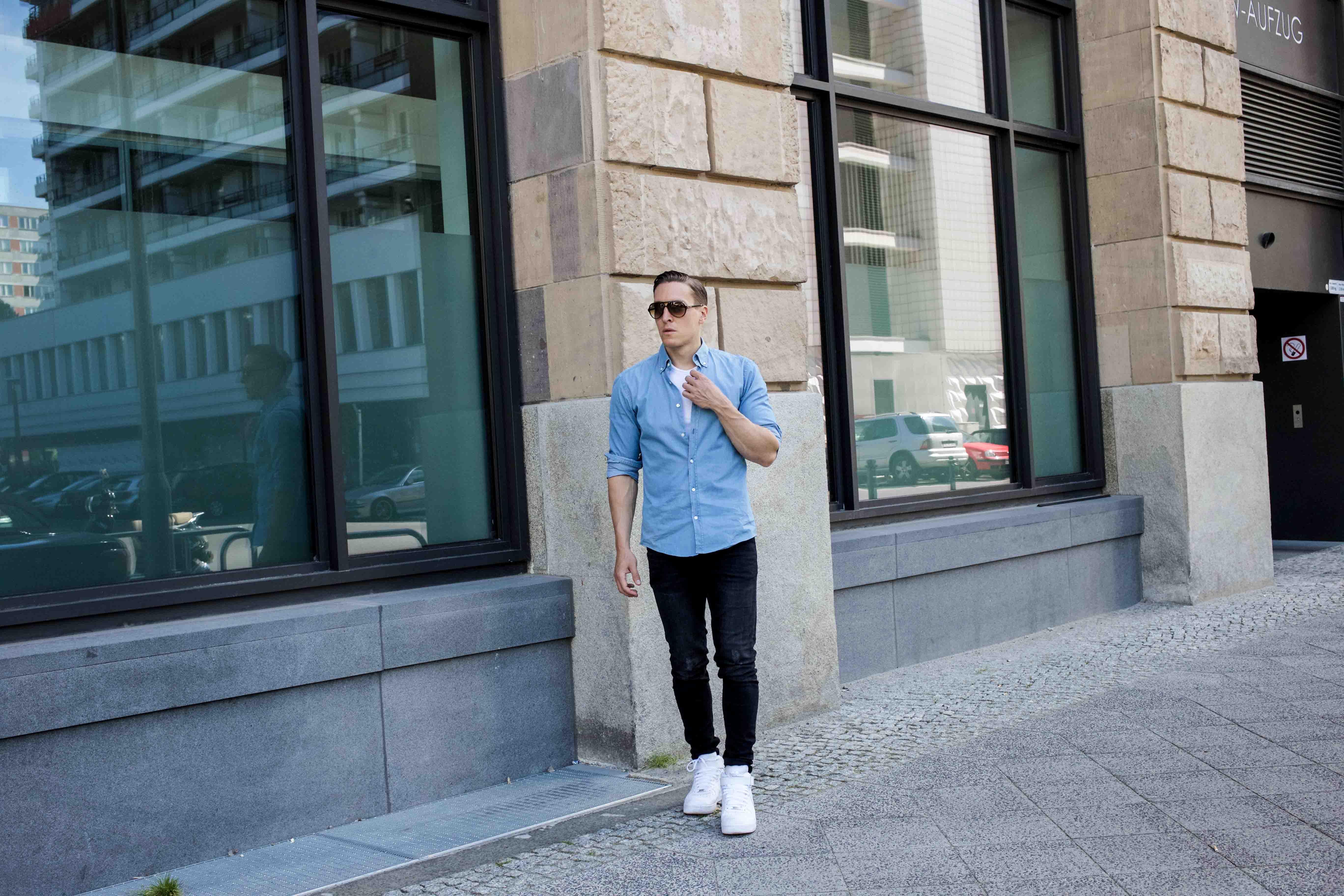 hellblaues-freizeitshirt-rayban-cats-destroyed-skinny-jeans-männerblog-menfashion-fashionblog_7860
