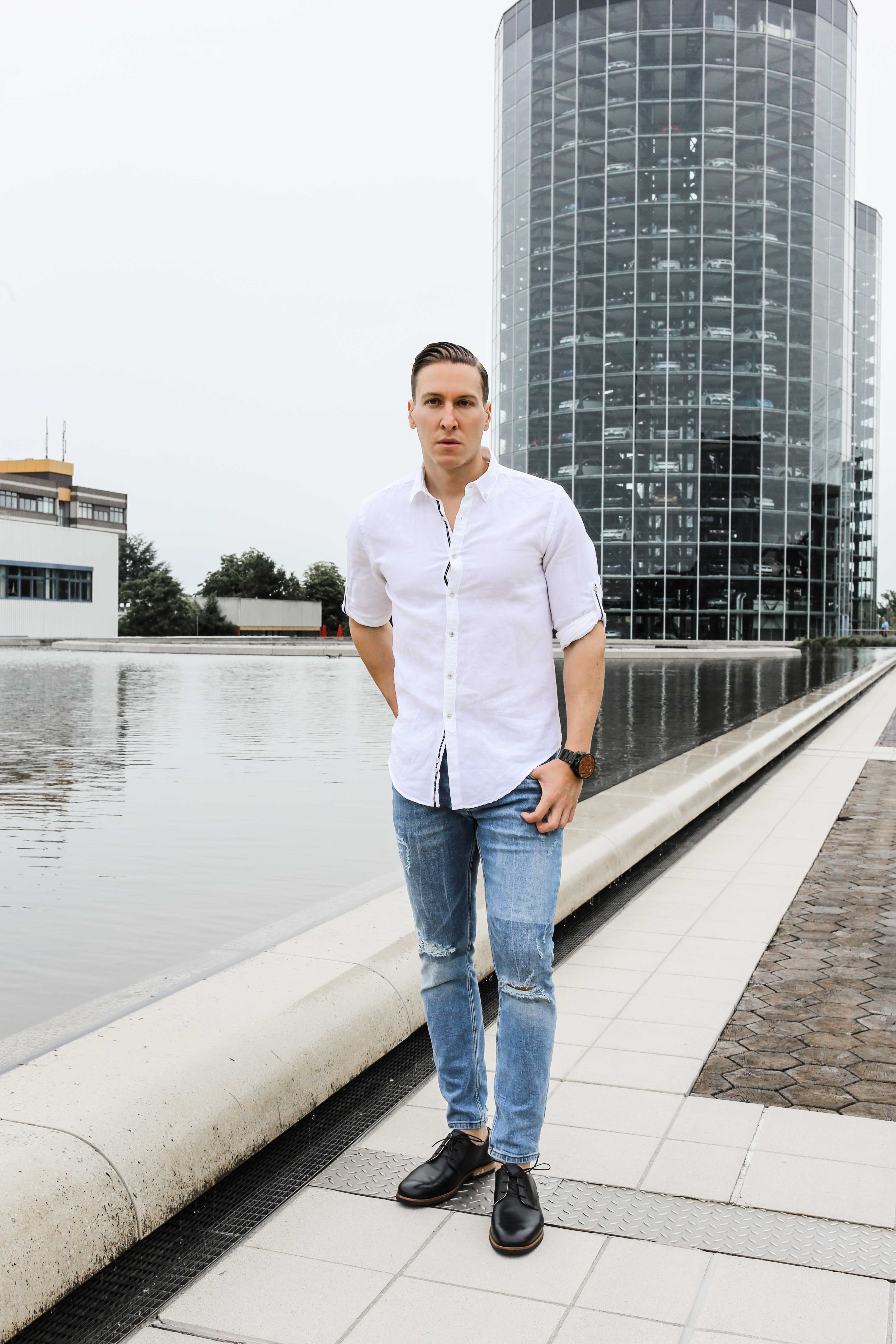 sommer-look-weißes-leinenhemd-ripped-blue-jeans-freizeit-lederschuhe-modeblog-männerblog_0310