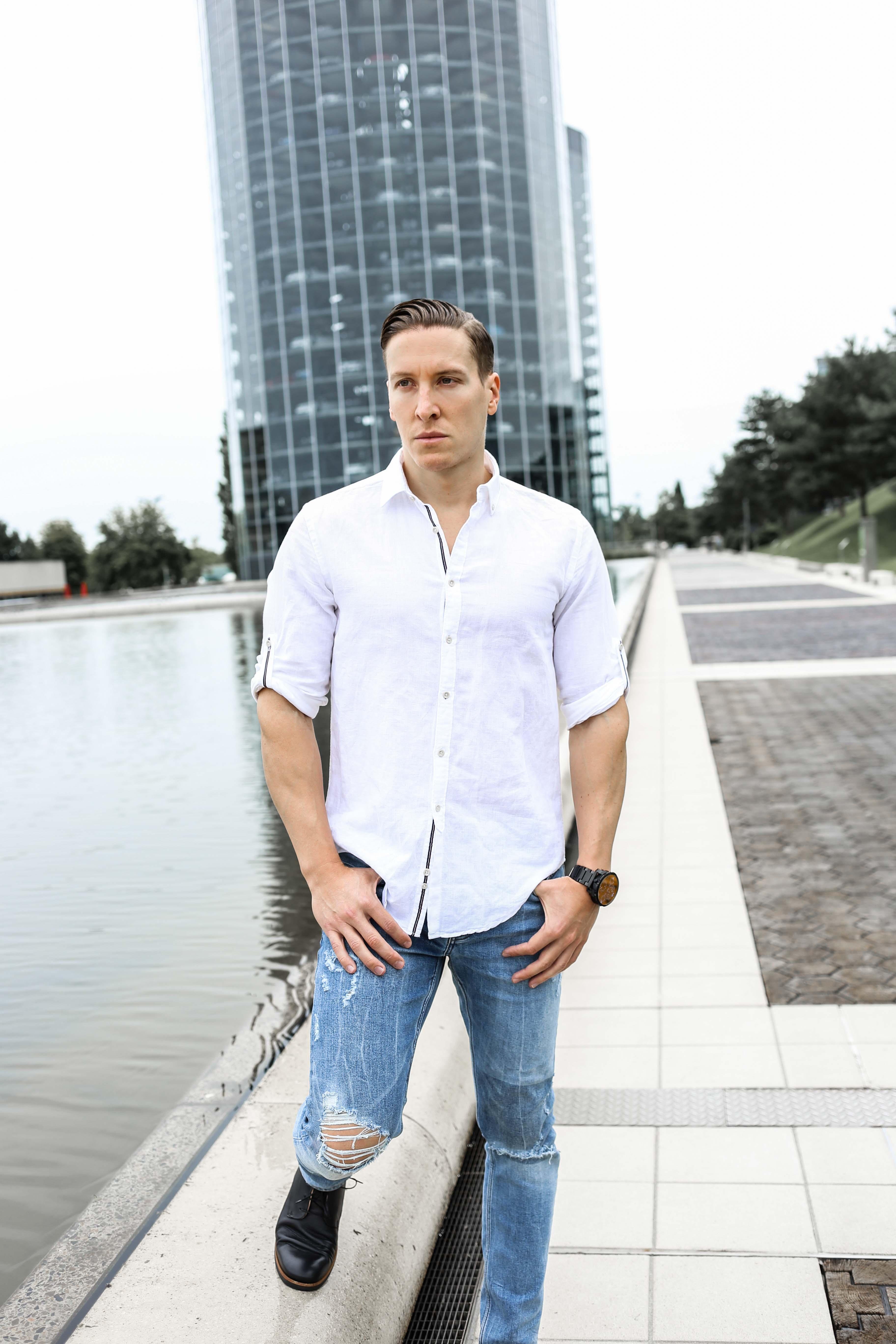 sommer-look-weißes-leinenhemd-ripped-blue-jeans-freizeit-lederschuhe-modeblog-männerblog_0415