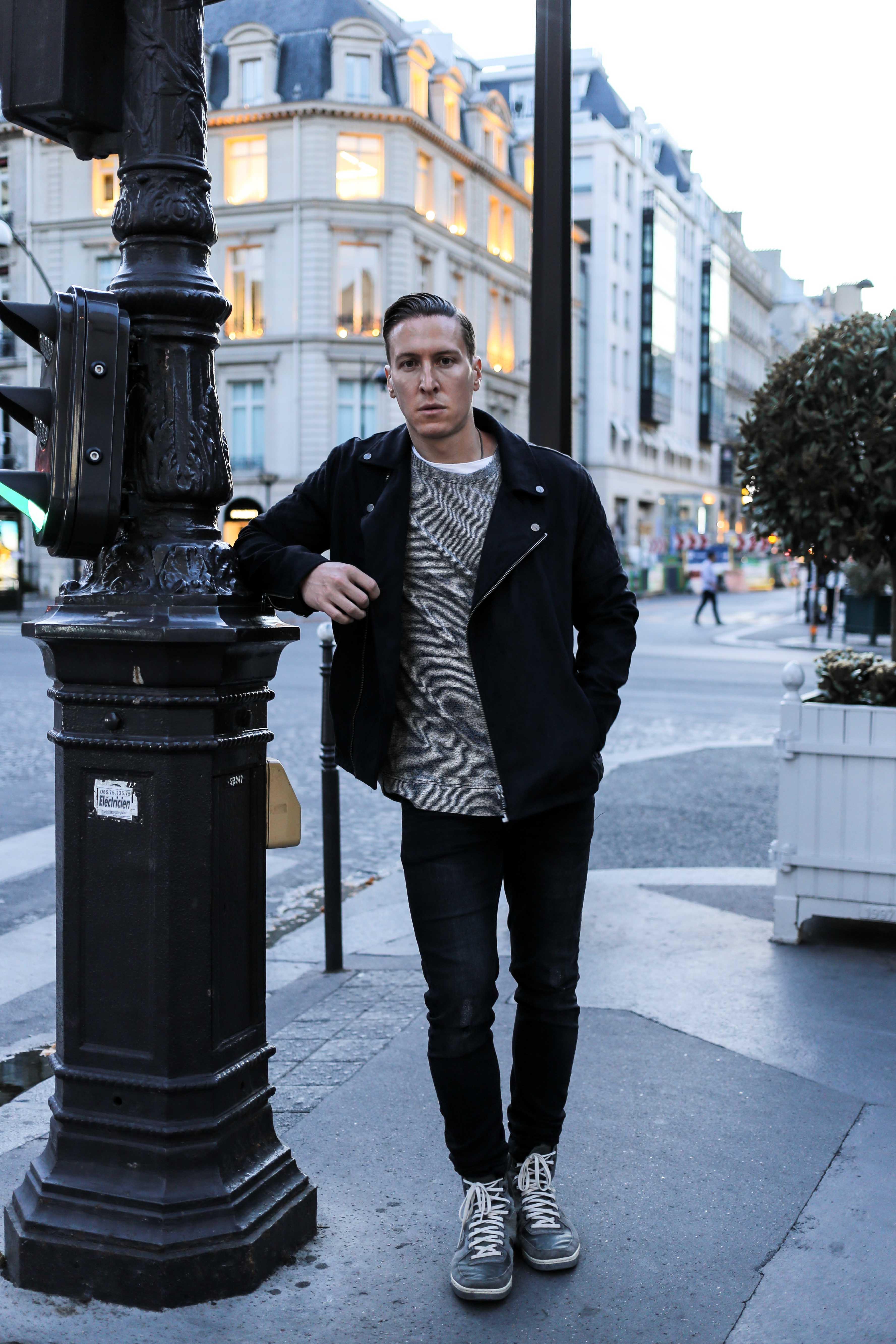 sweater-weather-rockige-jacke-patches-gestreiftes-oberteil-modeblog-männerblog-berlin