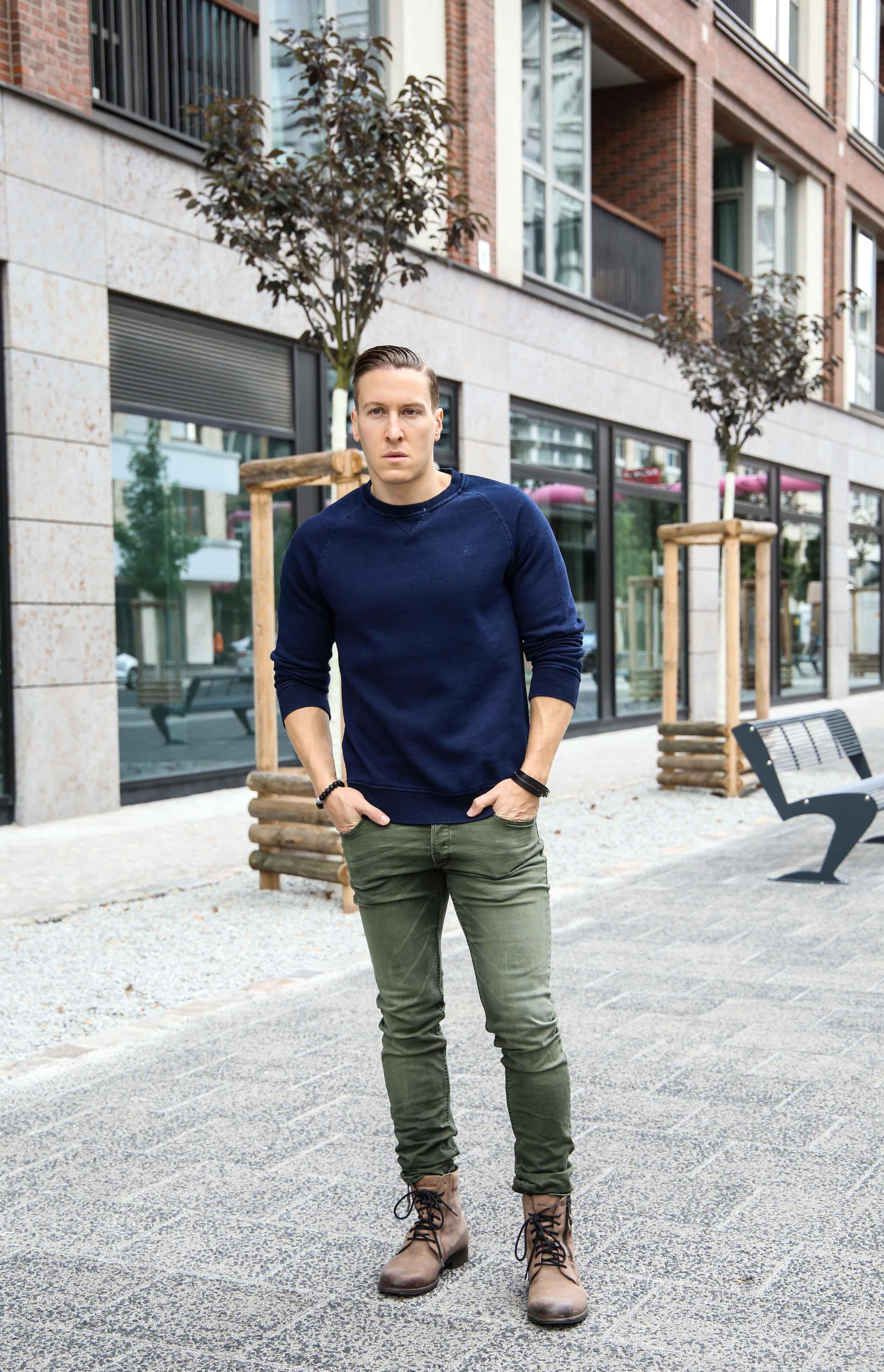 herbst-look-sweatshirt-indigo-blau-washed-skinny-jeans-grün-modeblog-männerblog-berlin_0024