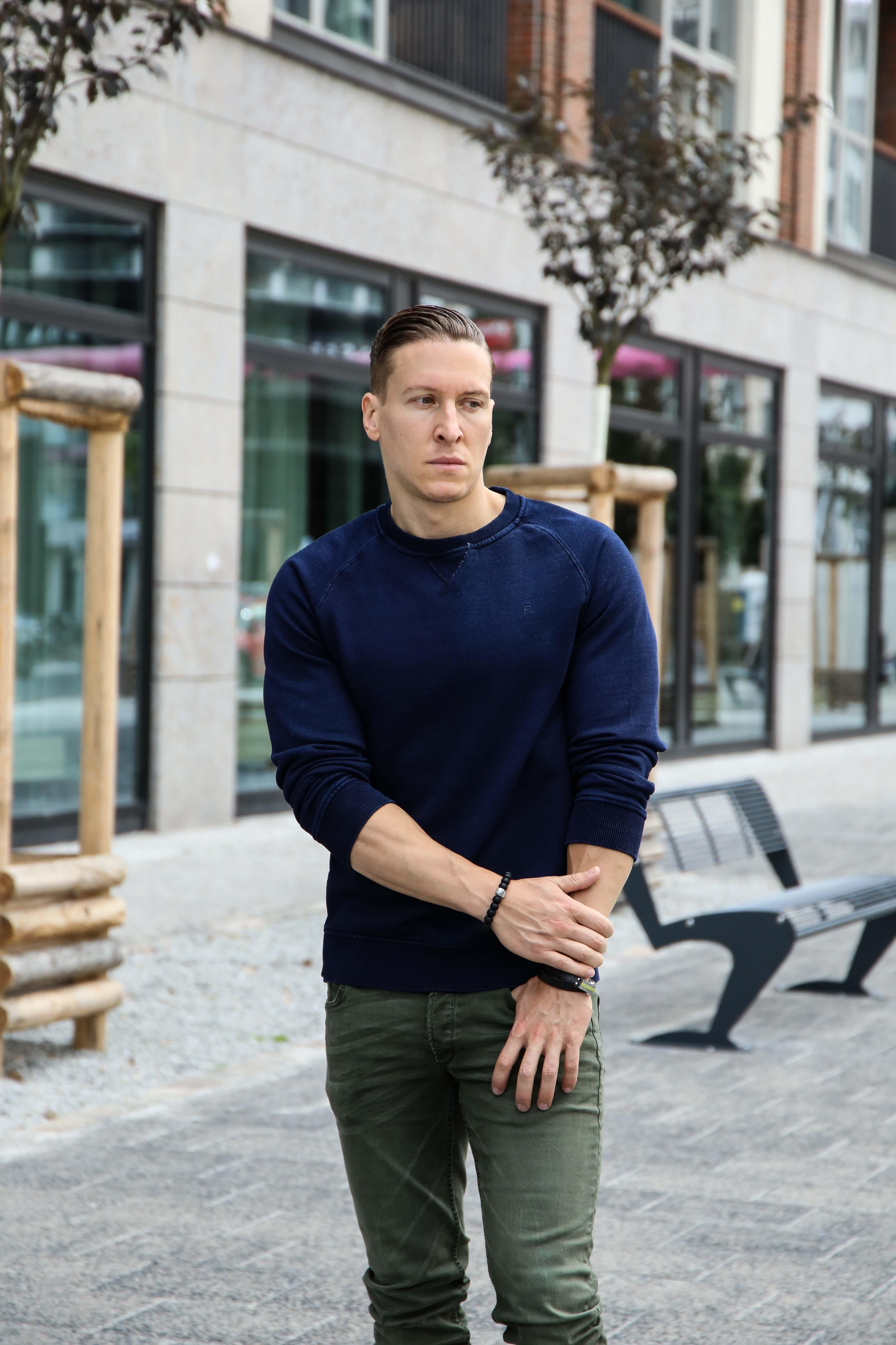 herbst-look-sweatshirt-indigo-blau-washed-skinny-jeans-grün-modeblog-männerblog-berlin_0112