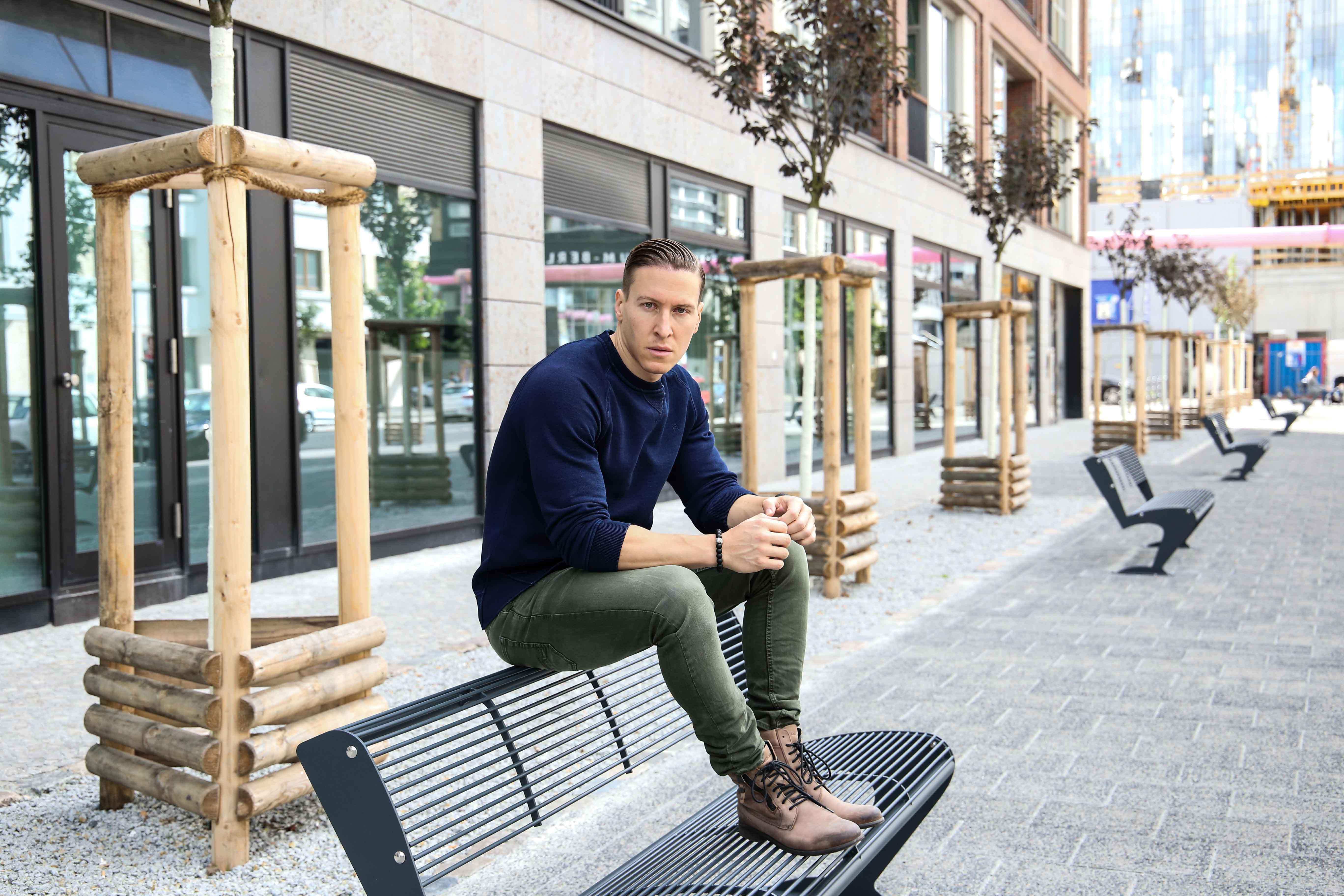 herbst-look-sweatshirt-indigo-blau-washed-skinny-jeans-grün-modeblog-männerblog-berlin_0129