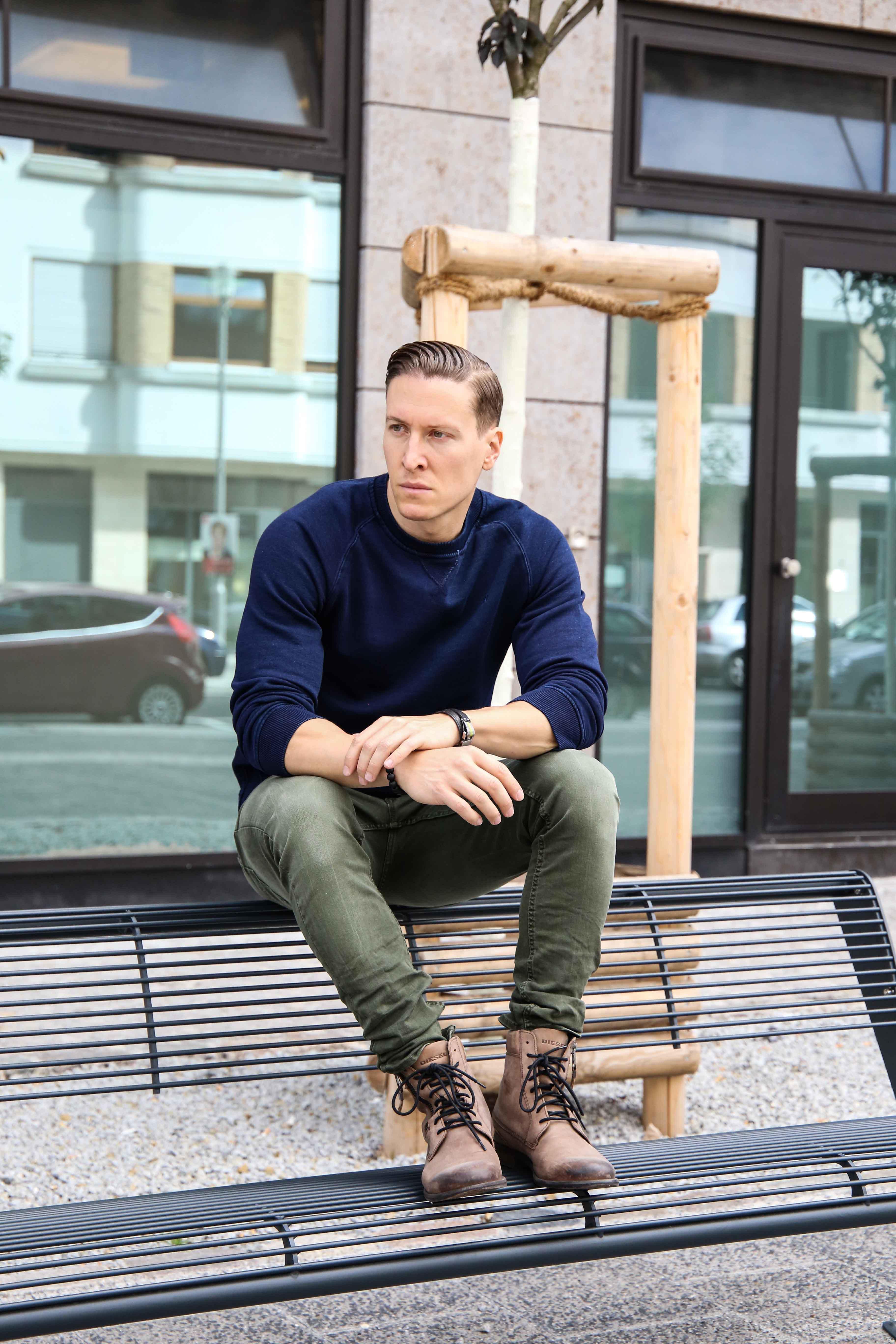 herbst-look-sweatshirt-indigo-blau-washed-skinny-jeans-grün-modeblog-männerblog-berlin_0151