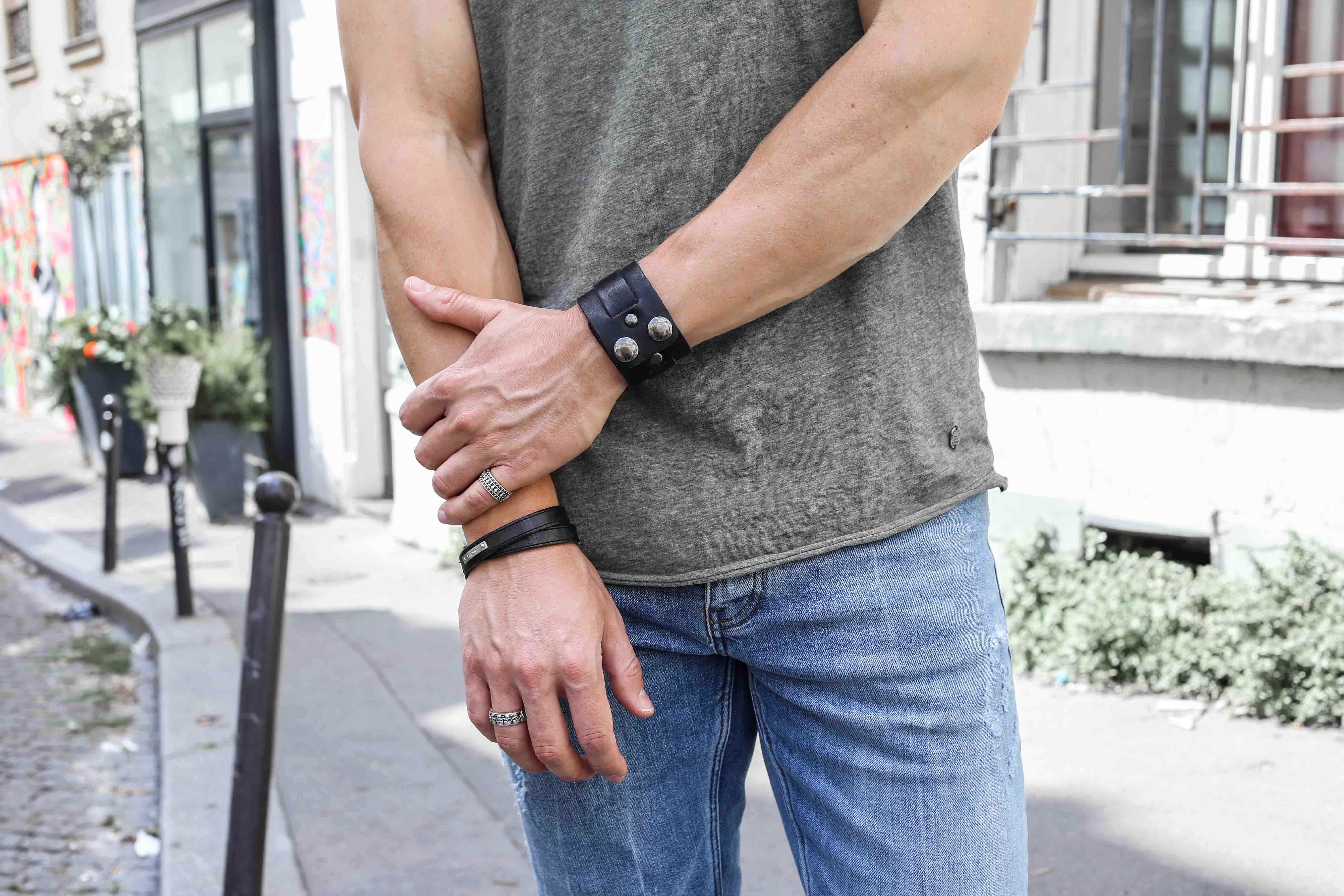 männerblog-modeblog-outfit-paris-basic-look-grünes-tshirt-ripped-jeans-nike-air-max-2017_2378