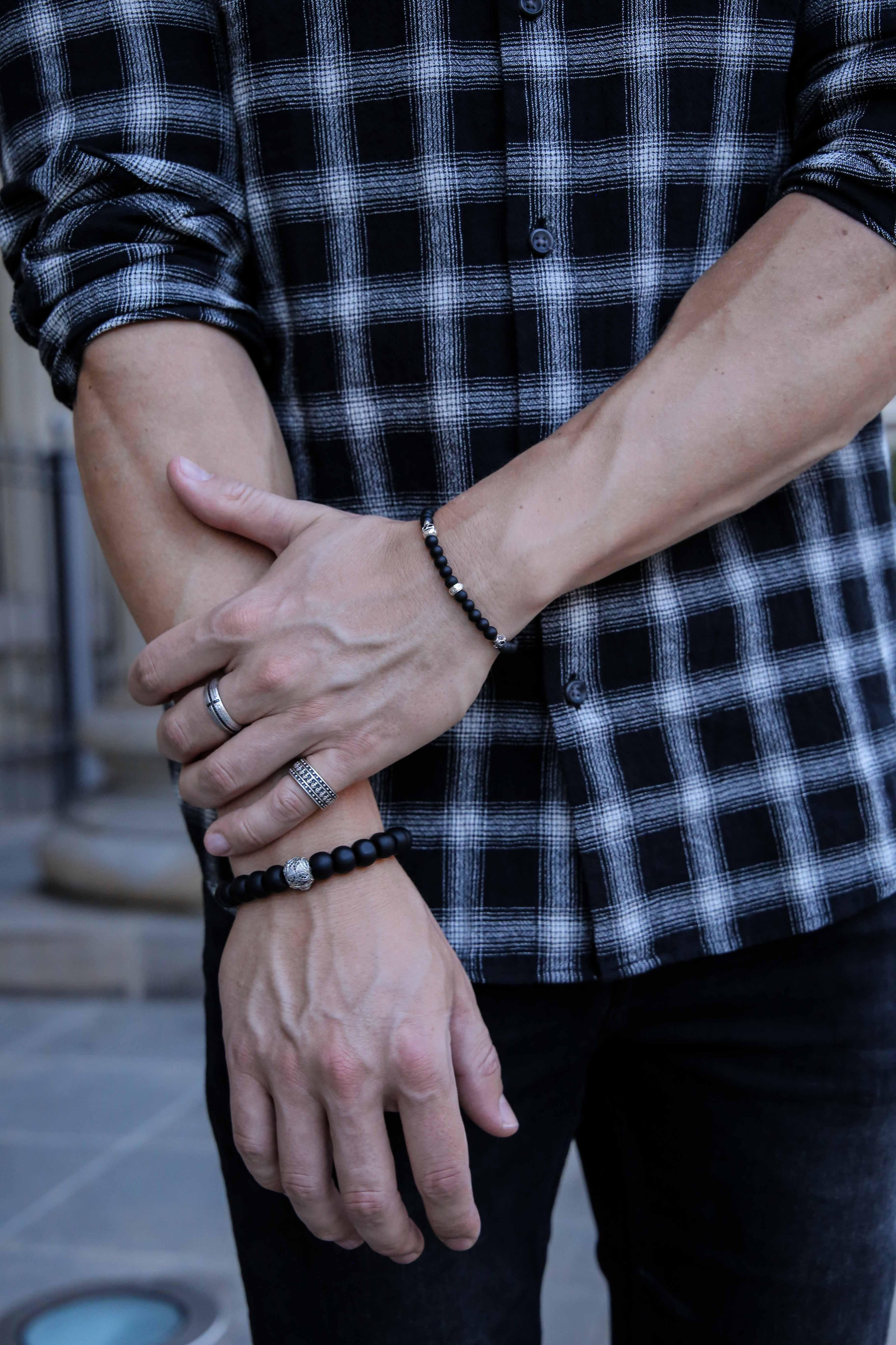 september-outfit-schwarzes-karohemd-totenkopf-armbänder-modeblog-fashionlook-männerblog_9829
