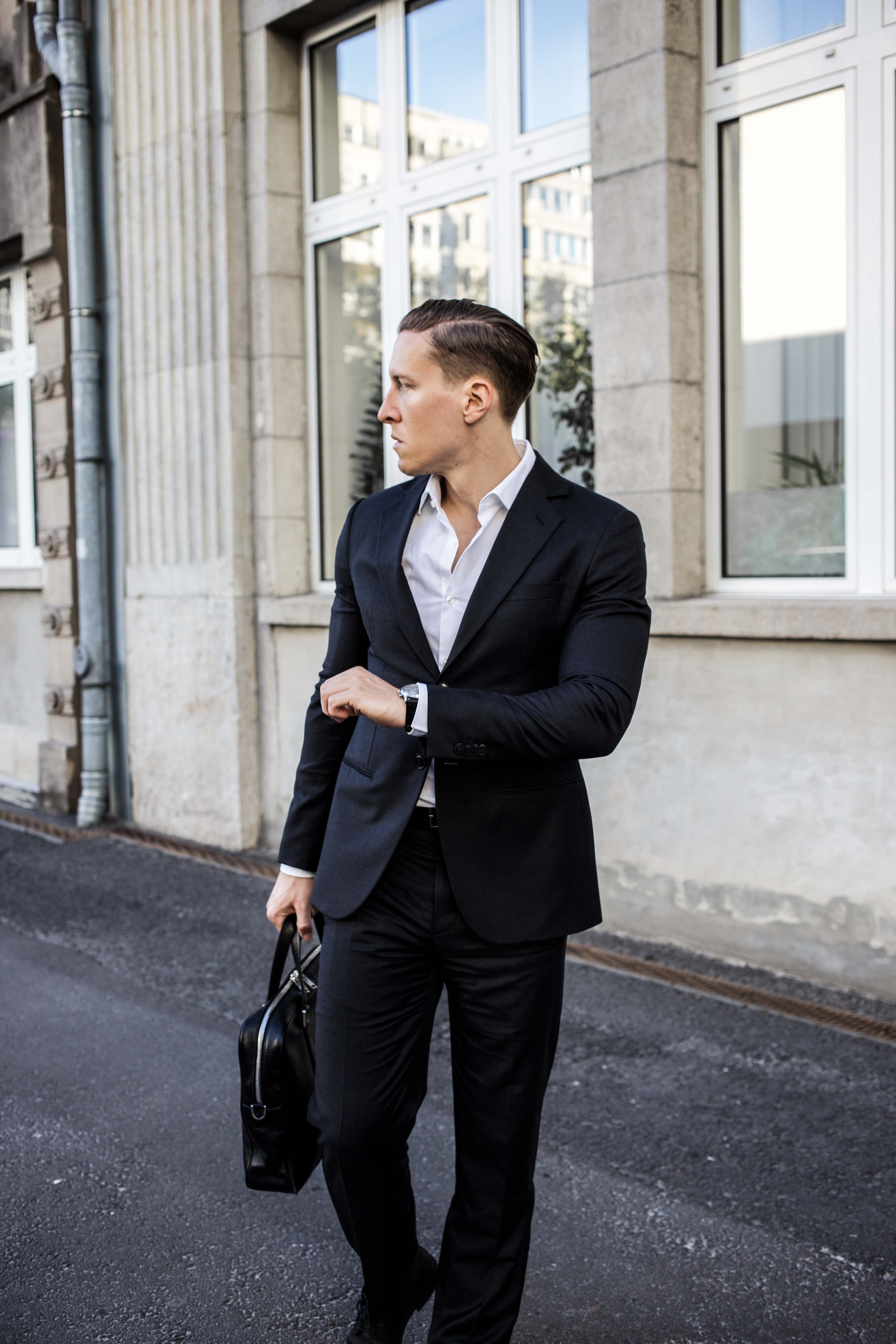 Giorgio-Armani-Anzug-Business-Look-Michael-Kors-Aktentasche_7163