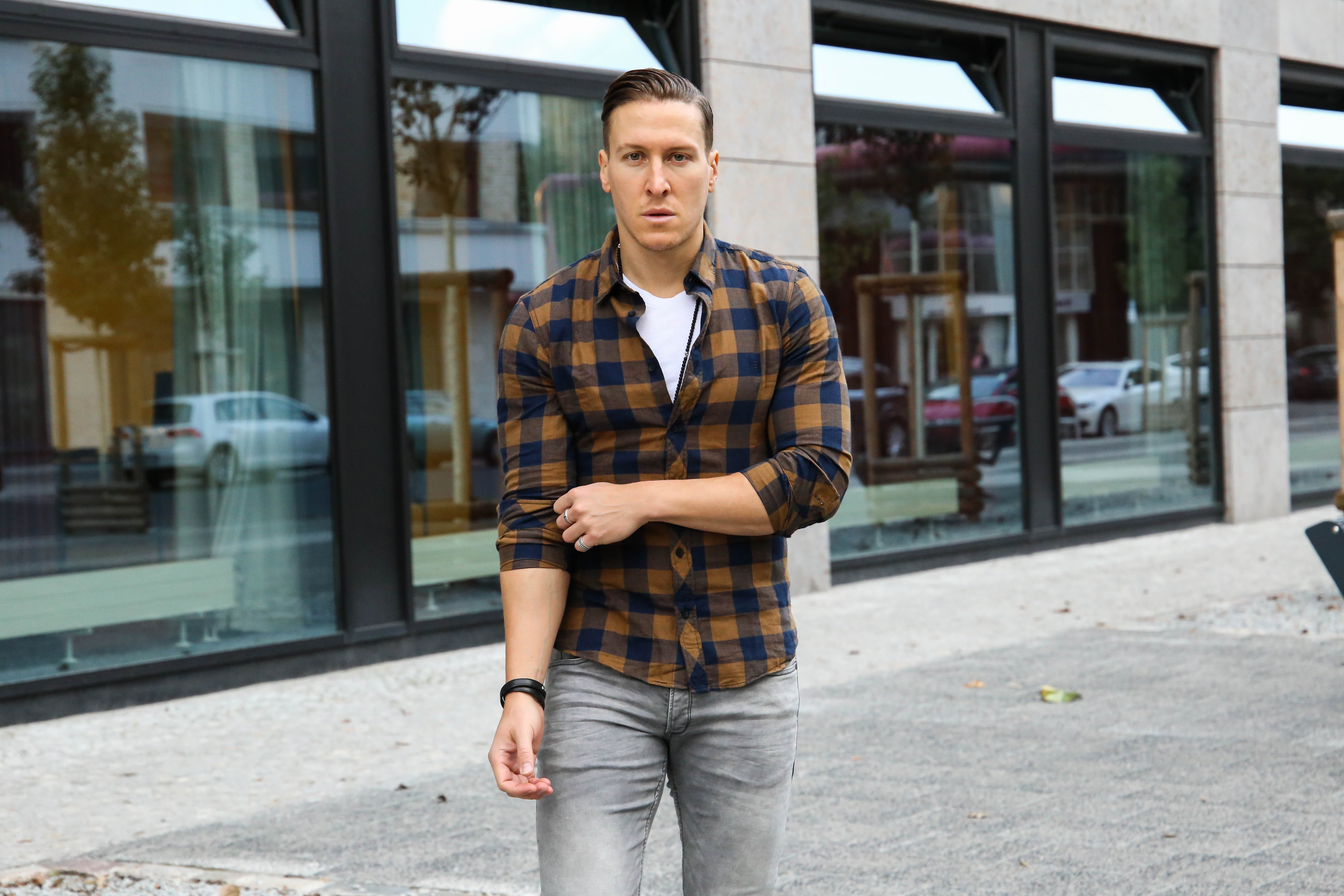 lässiger-herbstlook-graue-jeans-braunes-holzfällerhemd-modeblog-fashionblog-fashion-blogger-berlin_1580