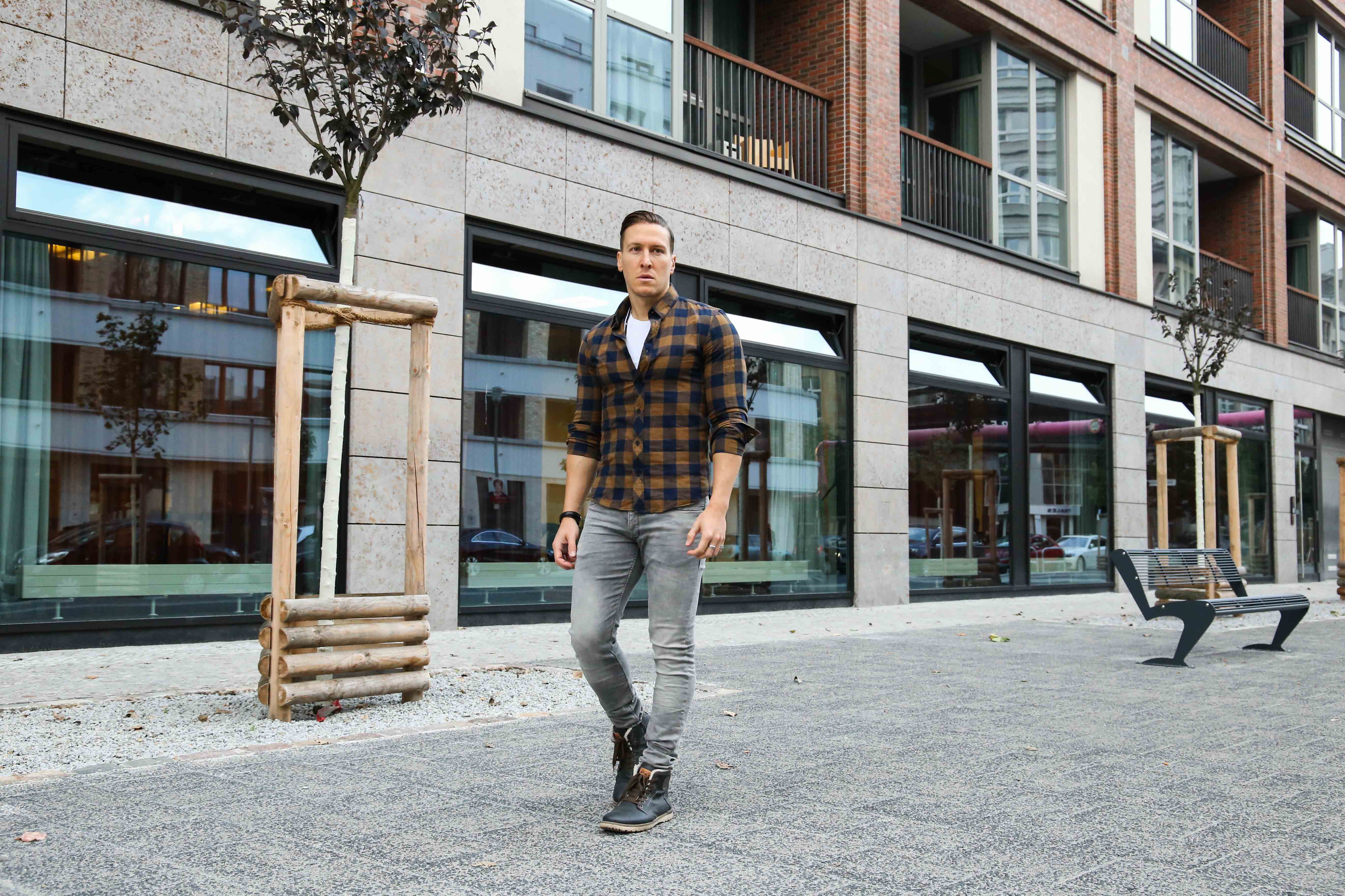 lässiger-herbstlook-graue-jeans-braunes-holzfällerhemd-modeblog-fashionblog-fashion-blogger-berlin_1616