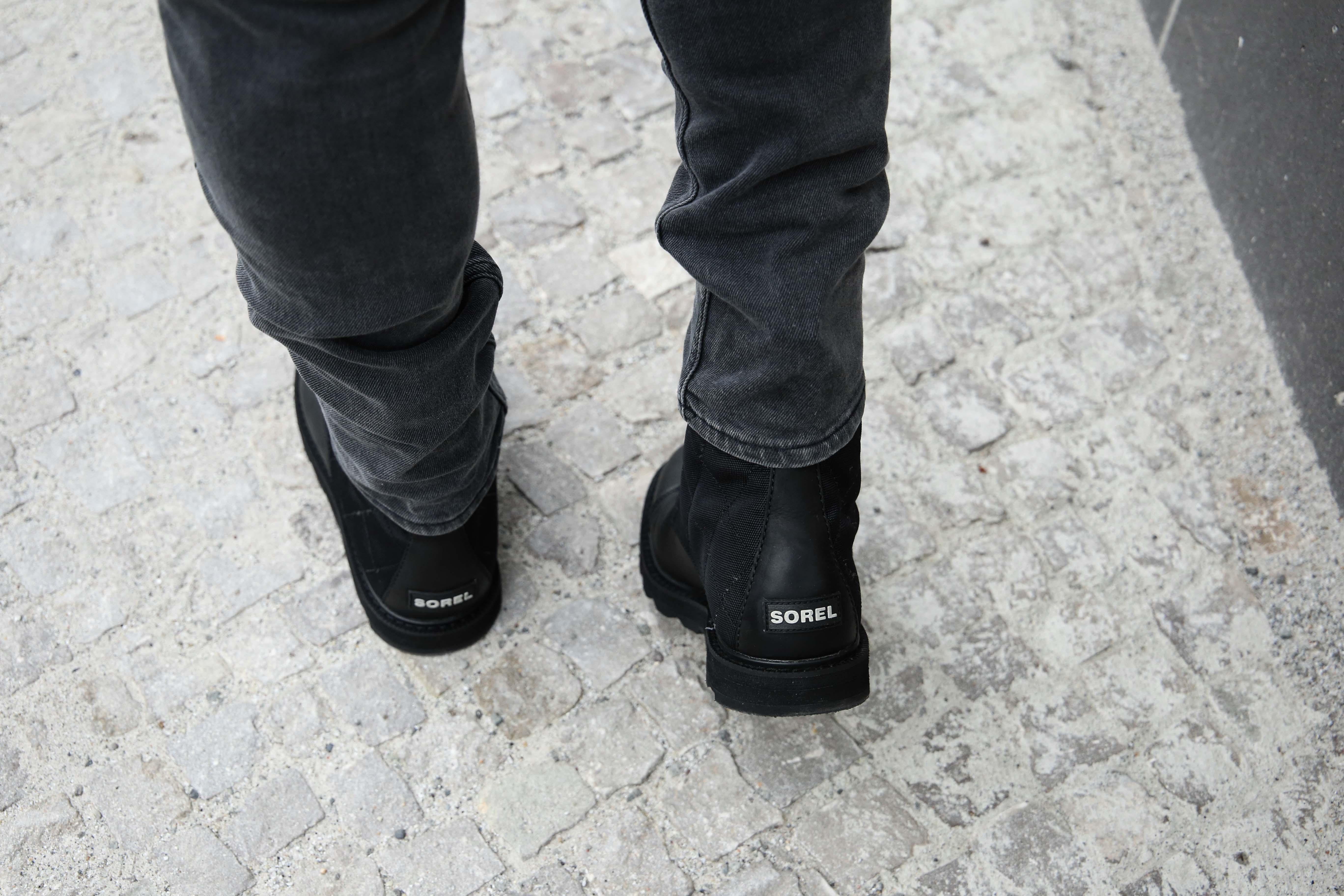 ashionblog-nike-logo-shirt-grüne-lederjacke-sorel-boots-männerblog-modeblog-berlin-blogger