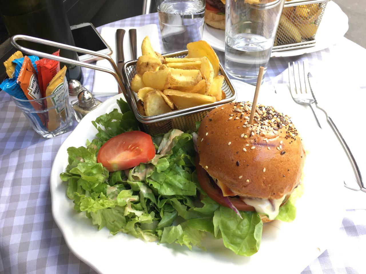 restaurant-smiley-wochenende-in-paris-reiseblogger-tipps-reiseübelkeit-reisen-frankreich