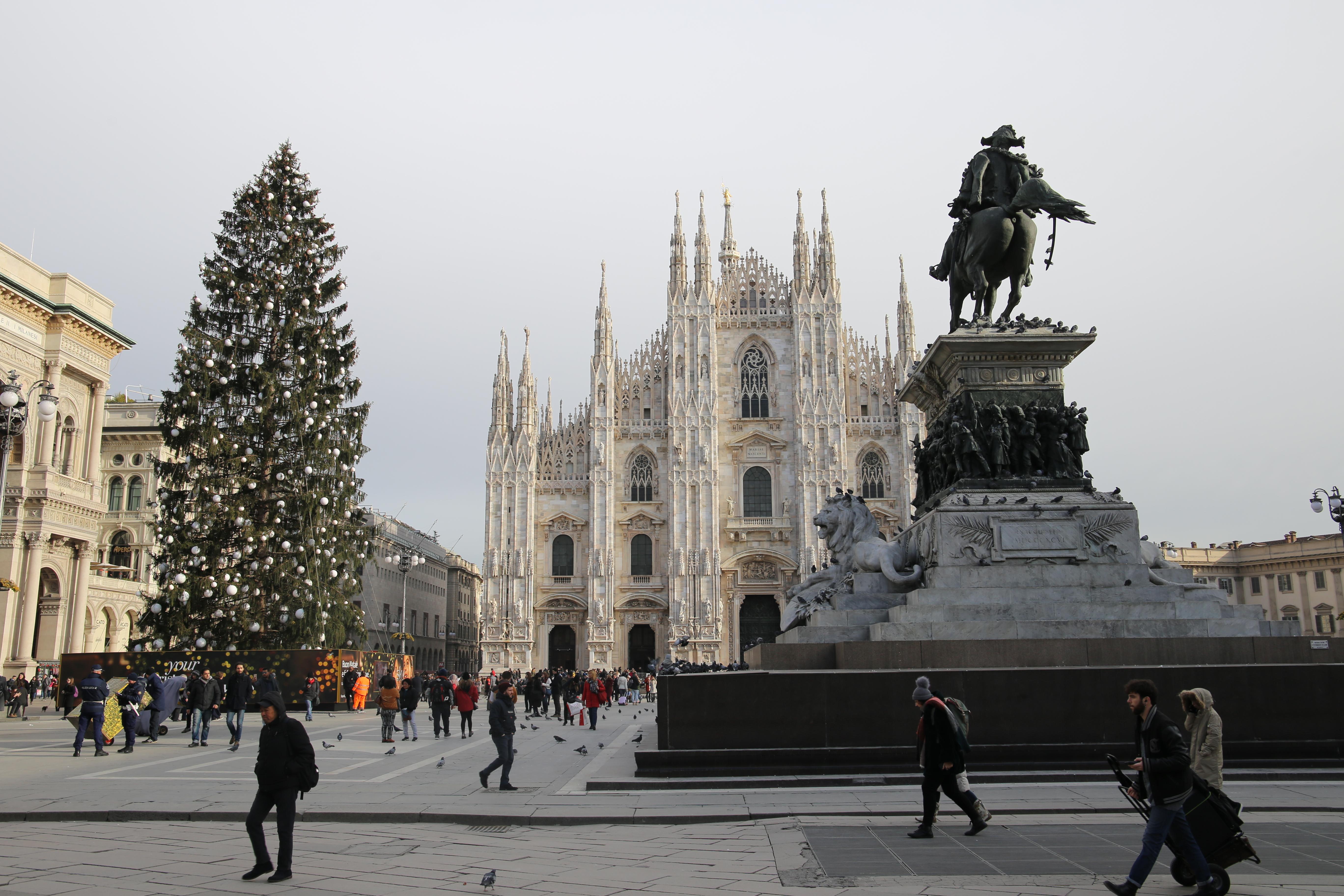 Domplatz_Mailand_Piazza_Duomo_Milano_Weihnachten_WEihnachtsbaum_Mailänder_Dom