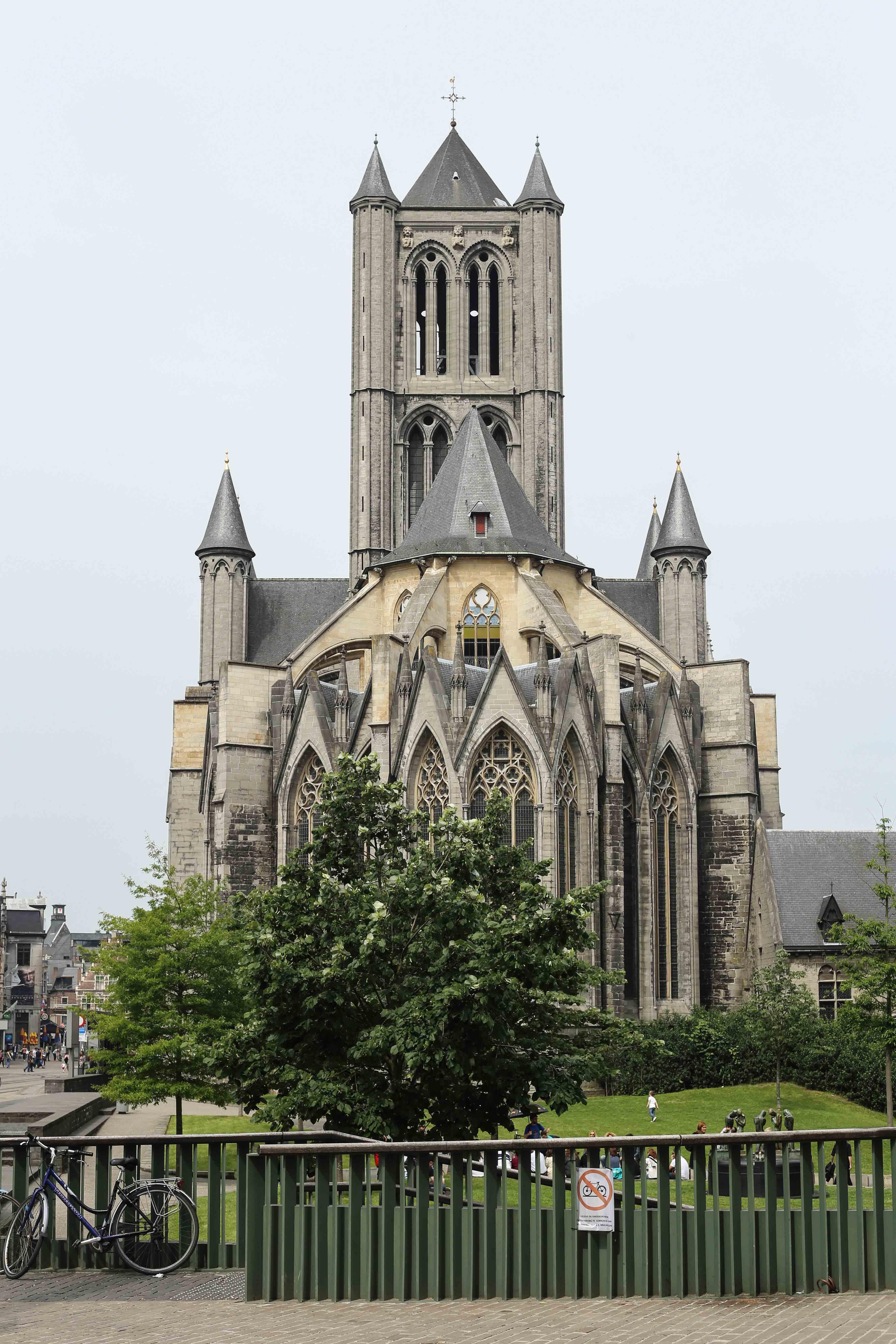 Gent-Kurztrip-Empfehlung-Sehenswürdigkeiten-Kanäle-Reiseblog-Belgien-st.-nikolaus-kirche