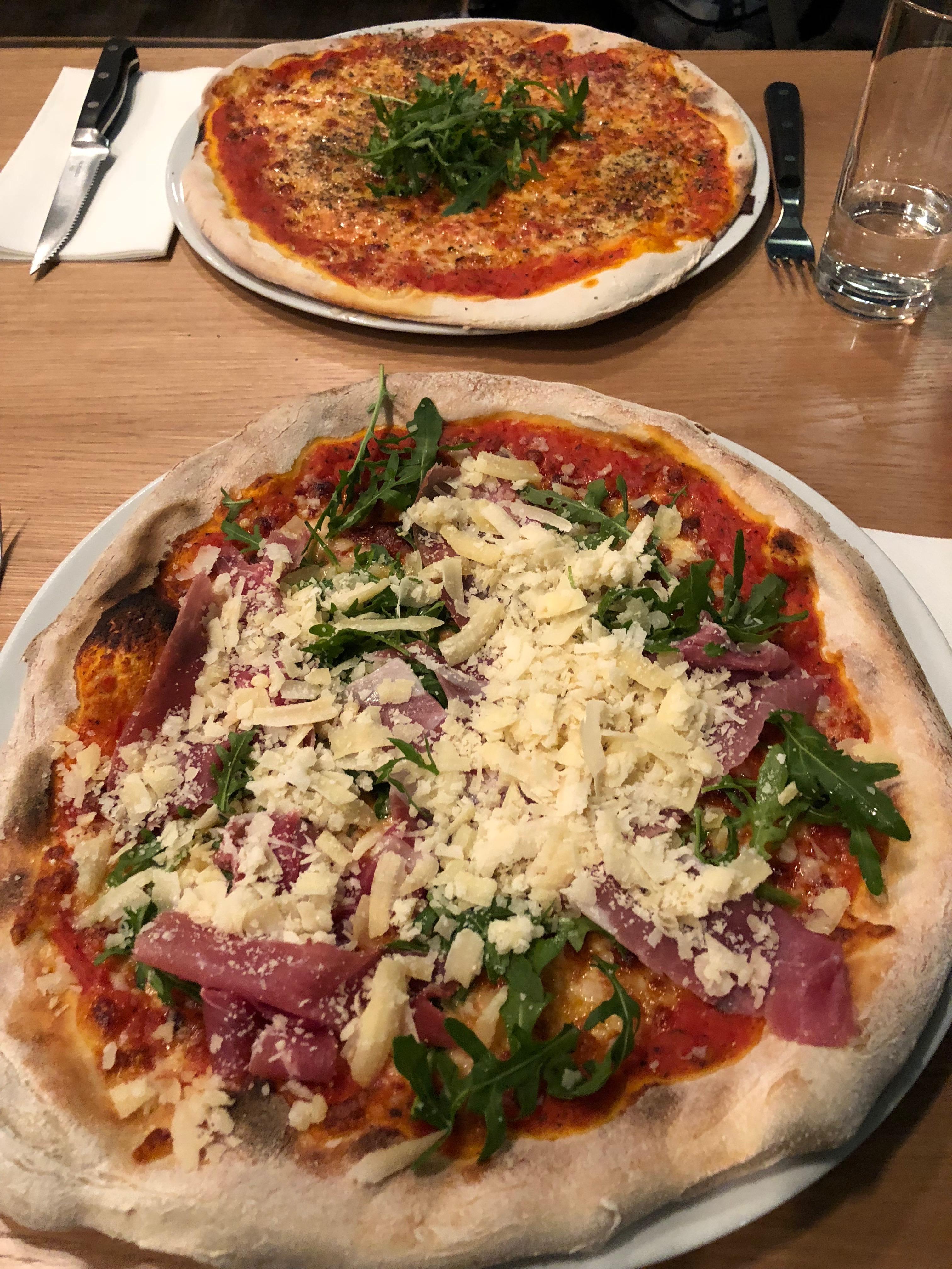 autostadt-wolfsburg-zauberhafte-winterwelt-volkswagen-pizza