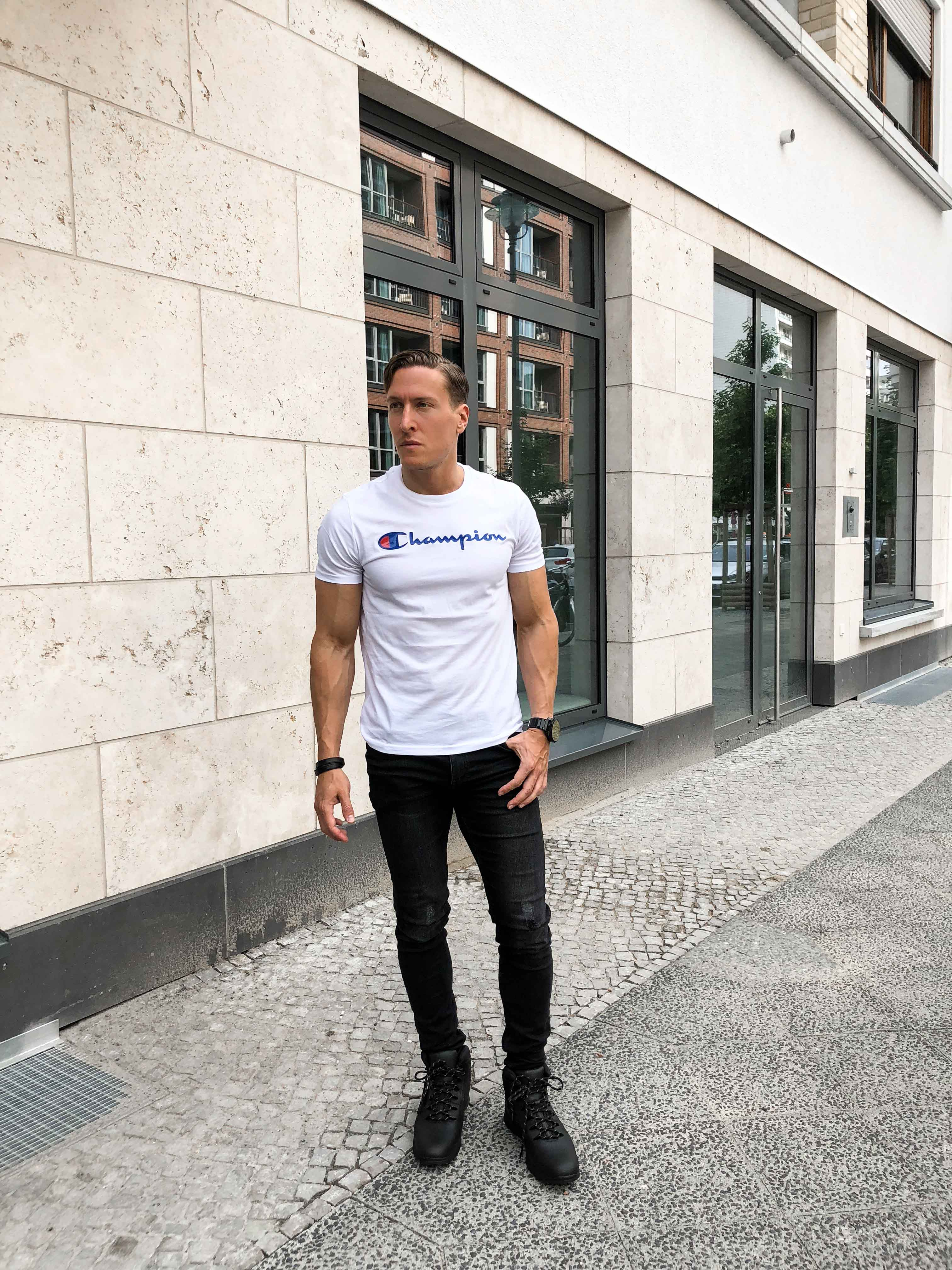 weisses-champion-shirt-sportlicher-look-sommer-berlin-blogger-retro-modeblog-timberland-helcor-boots-outfit